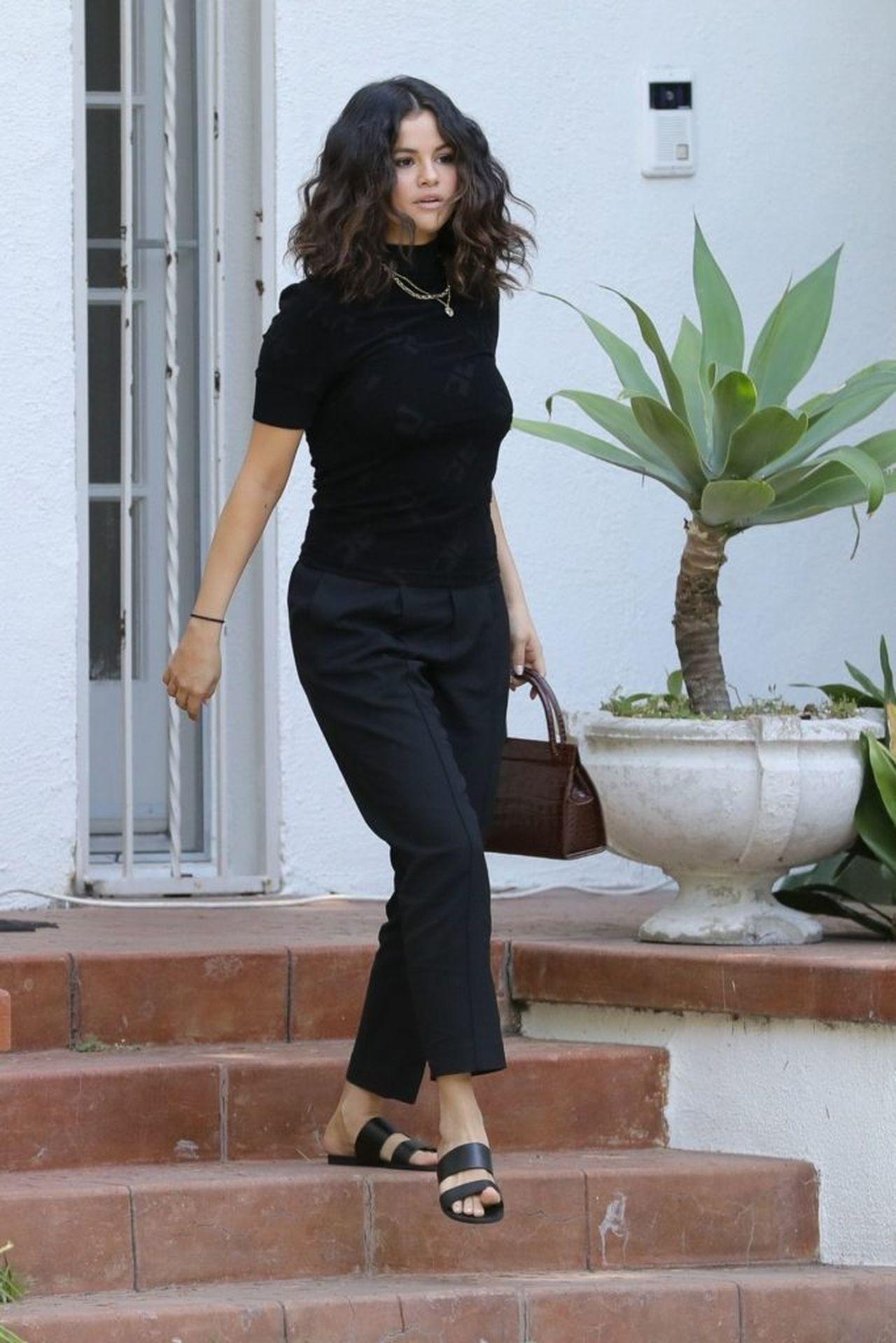 Selena Gomez na spacerze