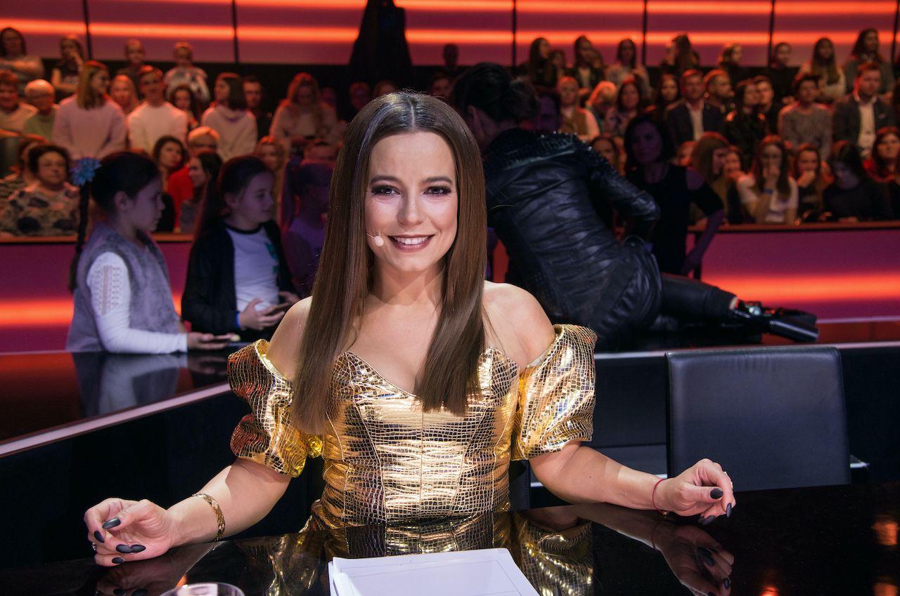 """Seksowna Anna Mucha jako jurorka programu """"Dance dance dance""""."""