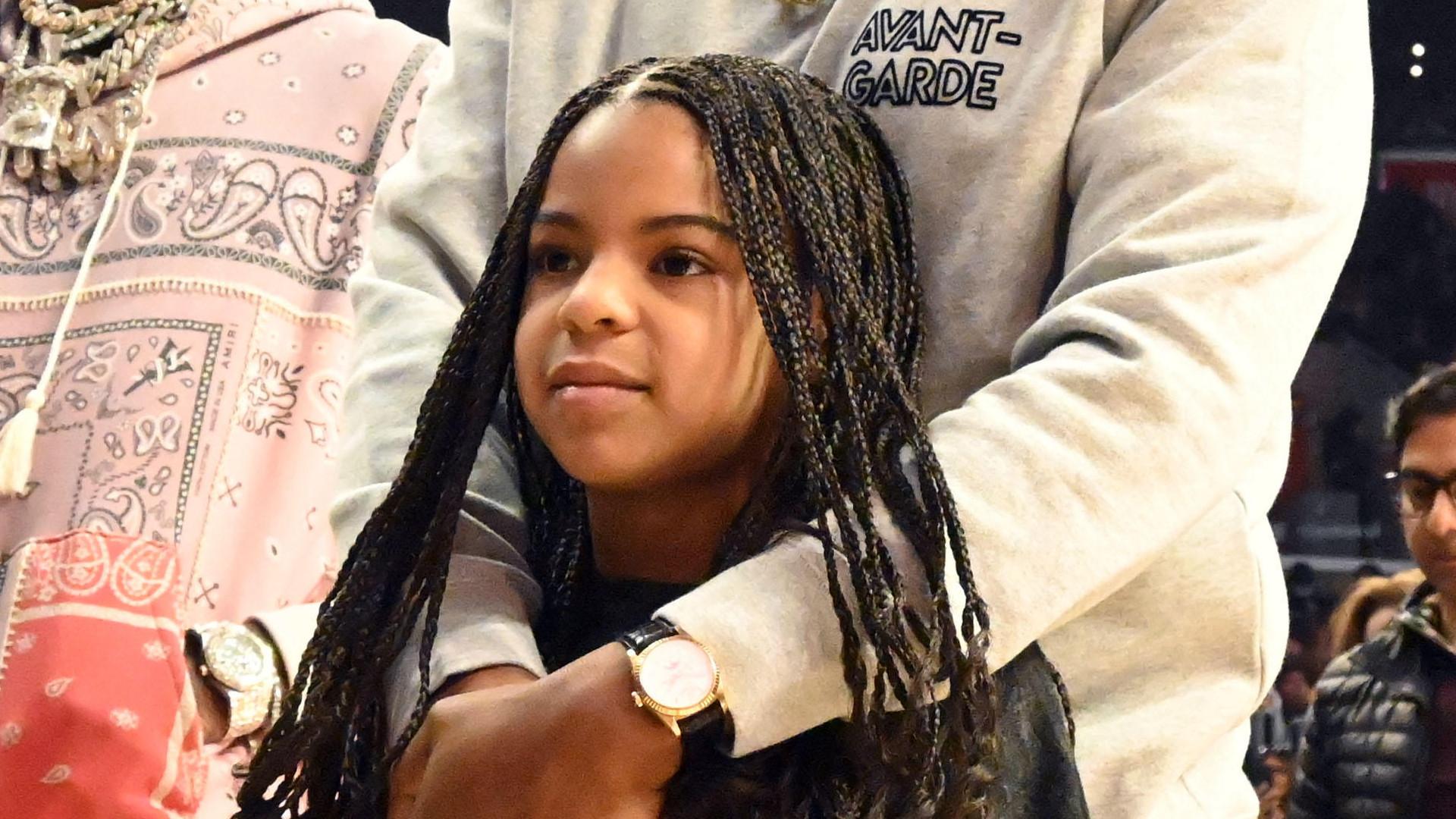8-letnia Blue Ivy zrobiła FURORĘ na meczu koszykówki (ZDJĘCIA)