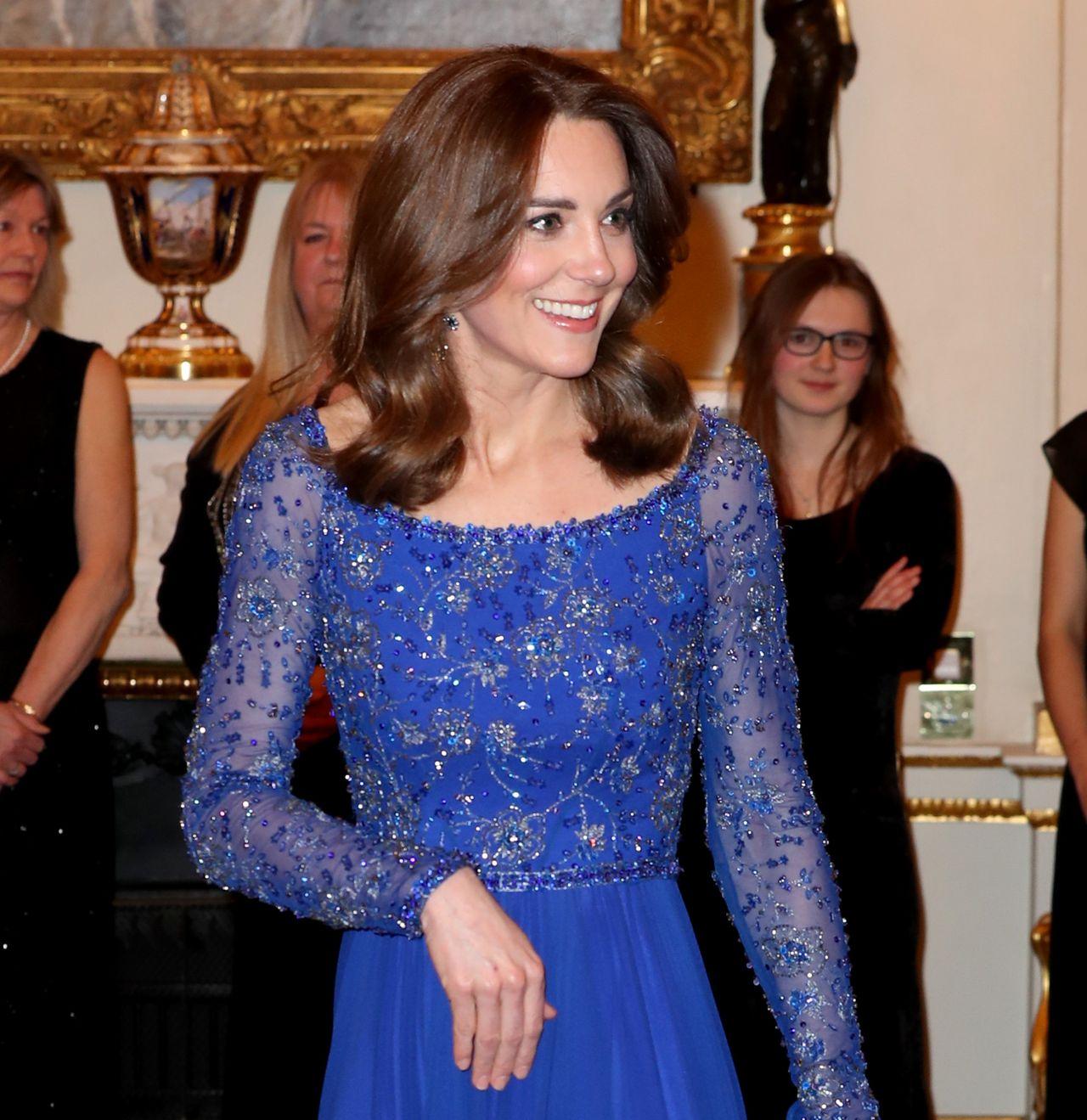 Księżna Kate w chabrowej sukience