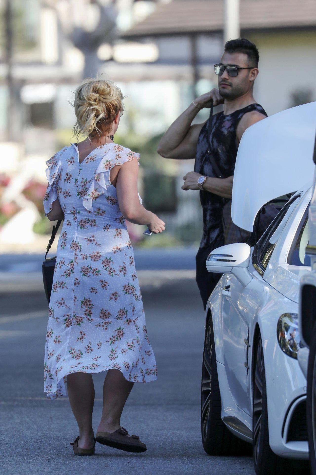 Britney Spears przyłapana z chłopakiem na zakupach.