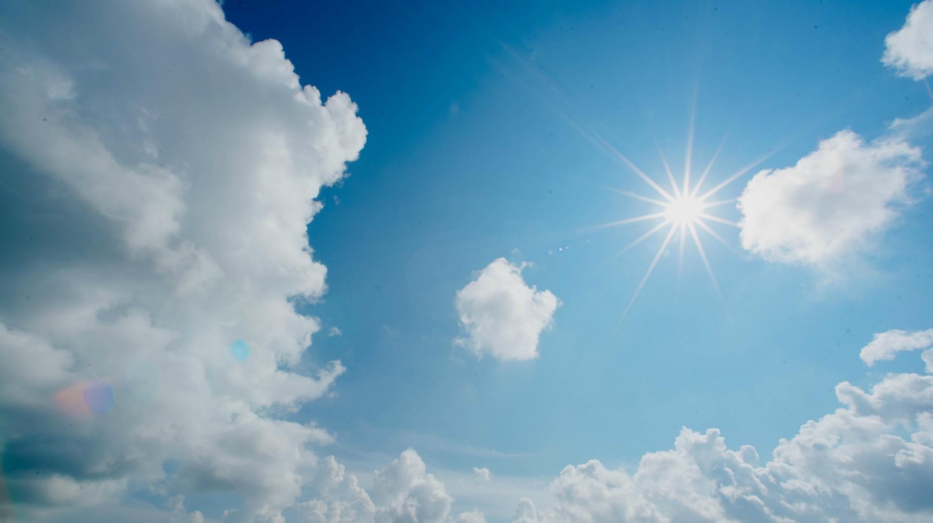 Zbliża się gorące lato. Tak dodatkowo ochronisz się przed upałem