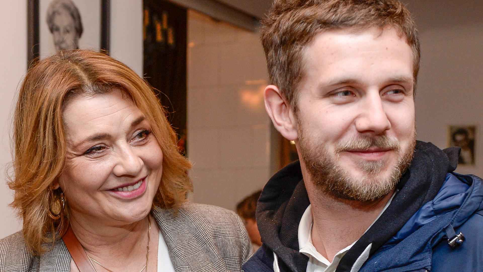 Antek Królikowski i jego mama pokazali, jak spędzają czas w domu z całą rodziną