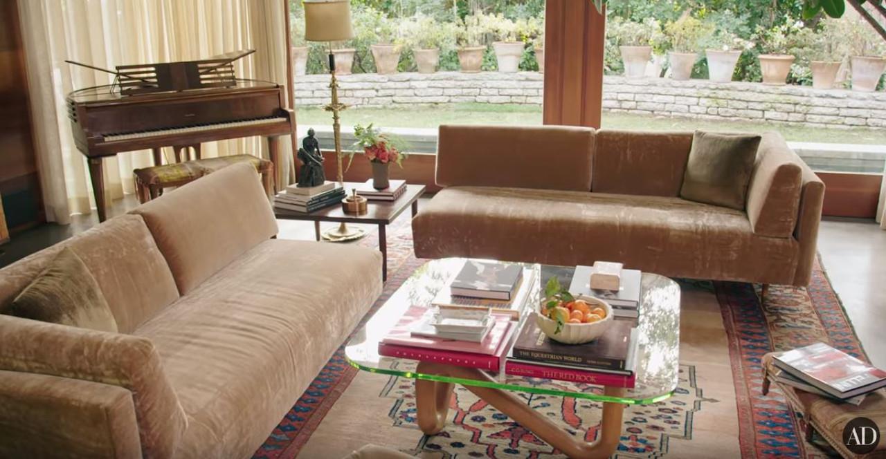 Dom Dakoty Johnson - spojrzenie na jej salon.