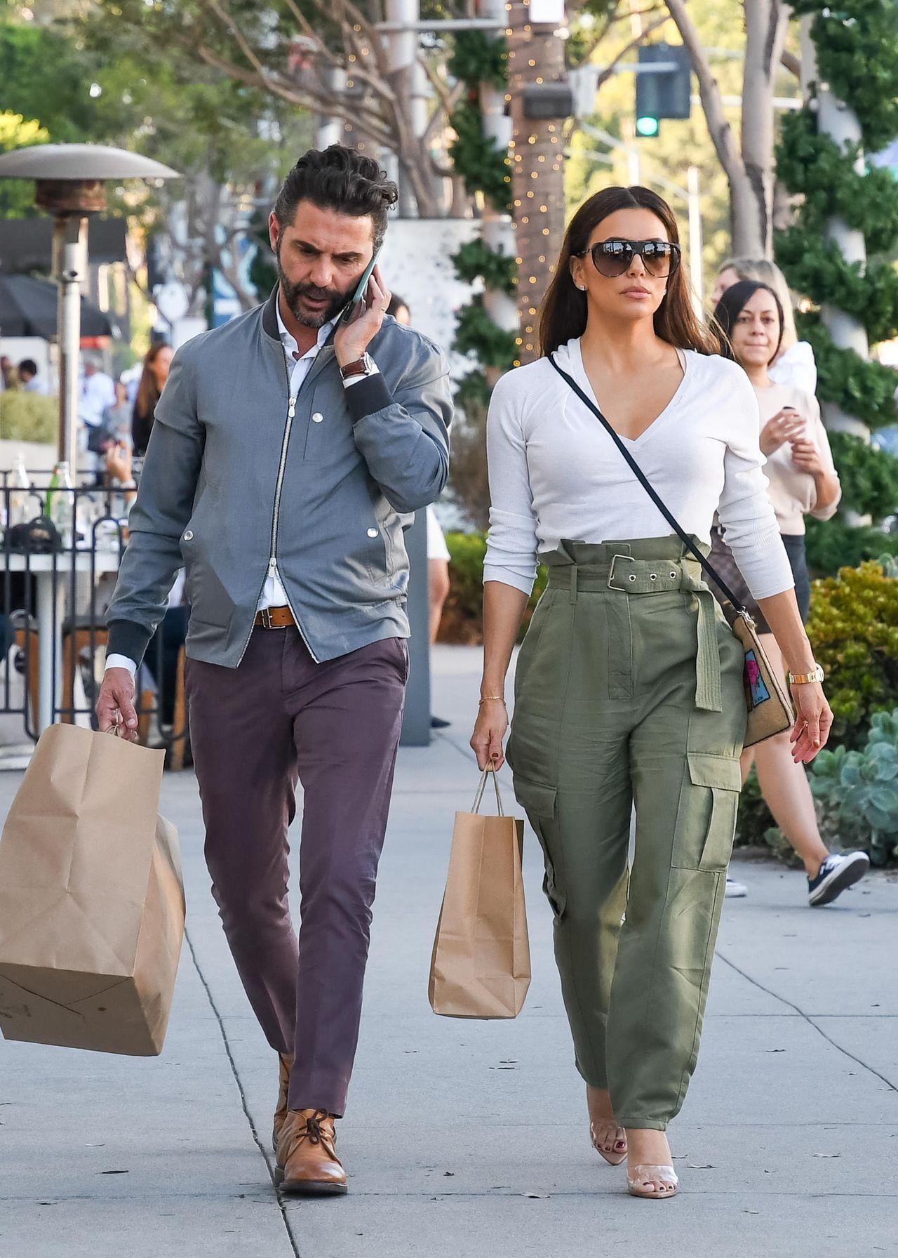 Eva Longoria z mężem wracają z zakupów