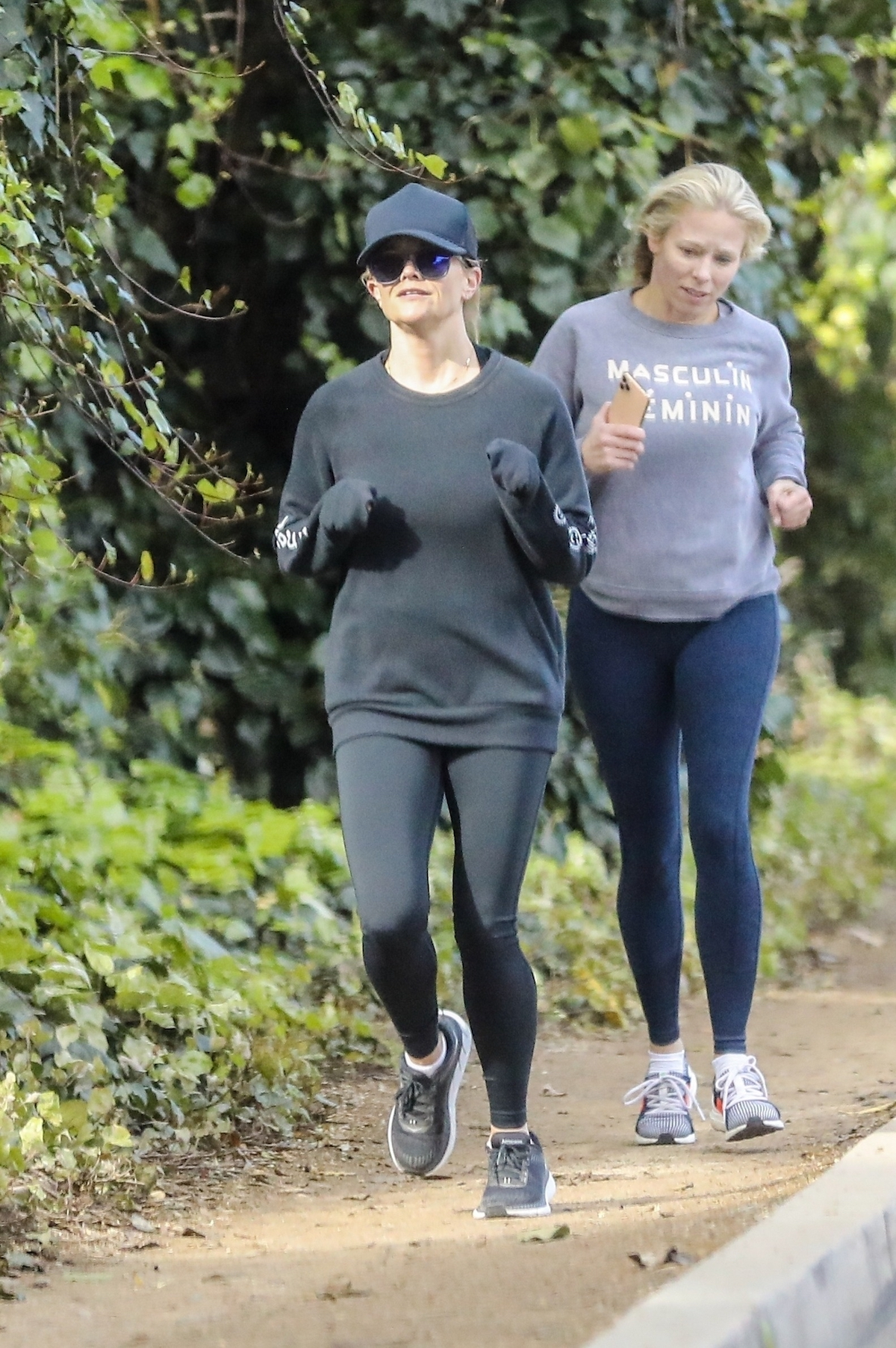 Reese Witherspoon uprawia jogging.