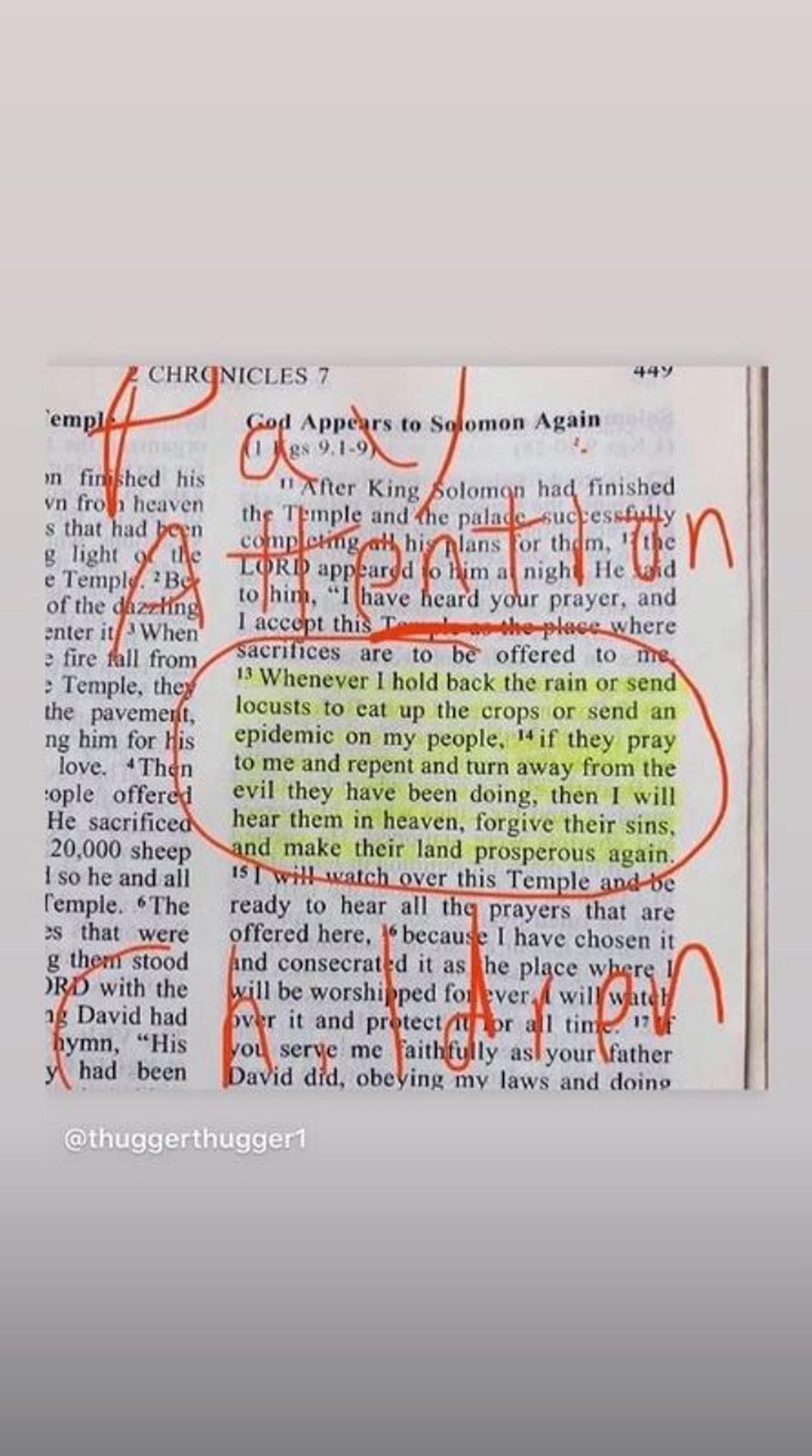Kourtney Kardashian pokazuje na swoim Instagramie fragment z Biblii.