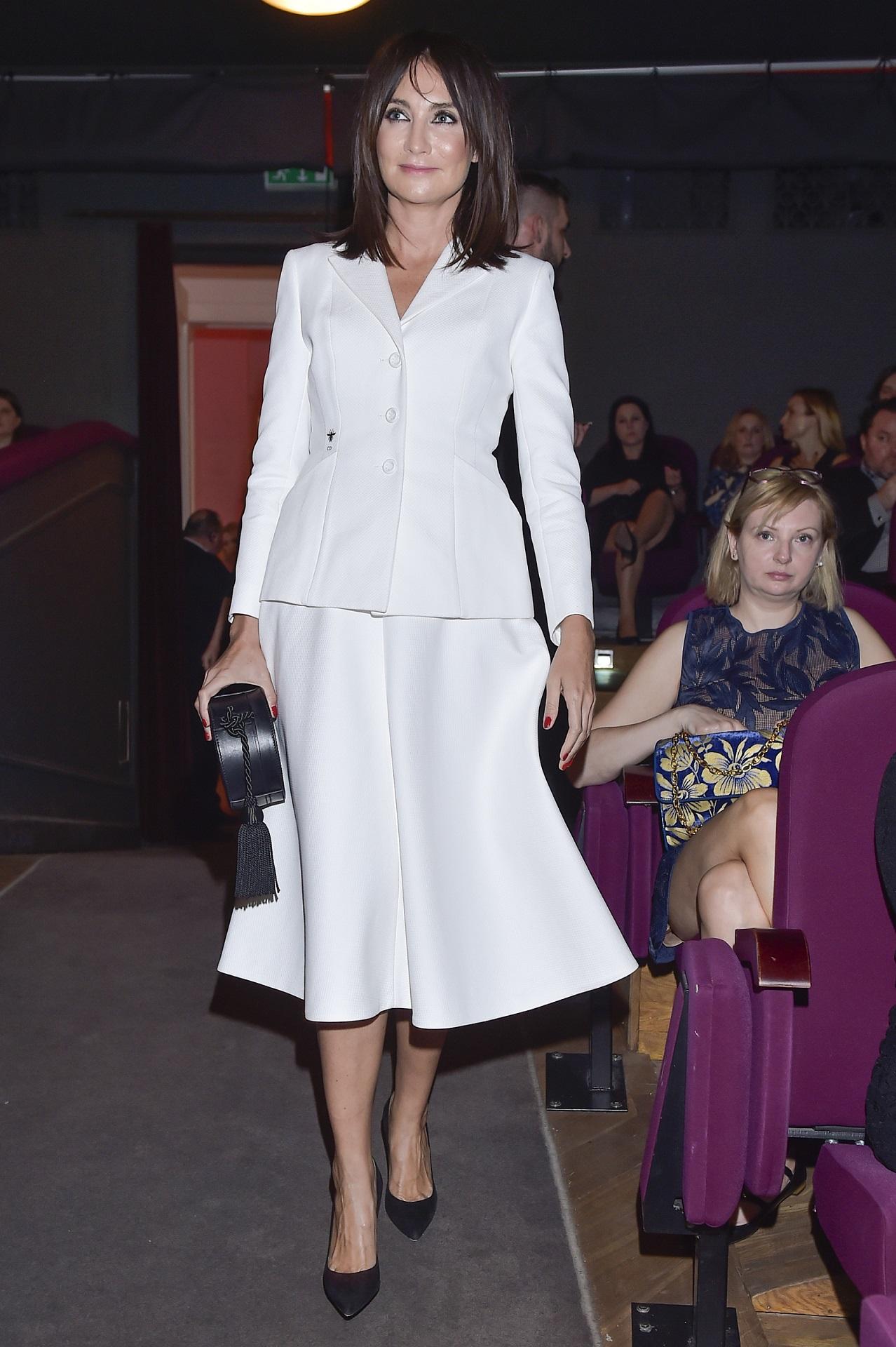 Dominika Kulczyk w eleganckim białym komplecie.