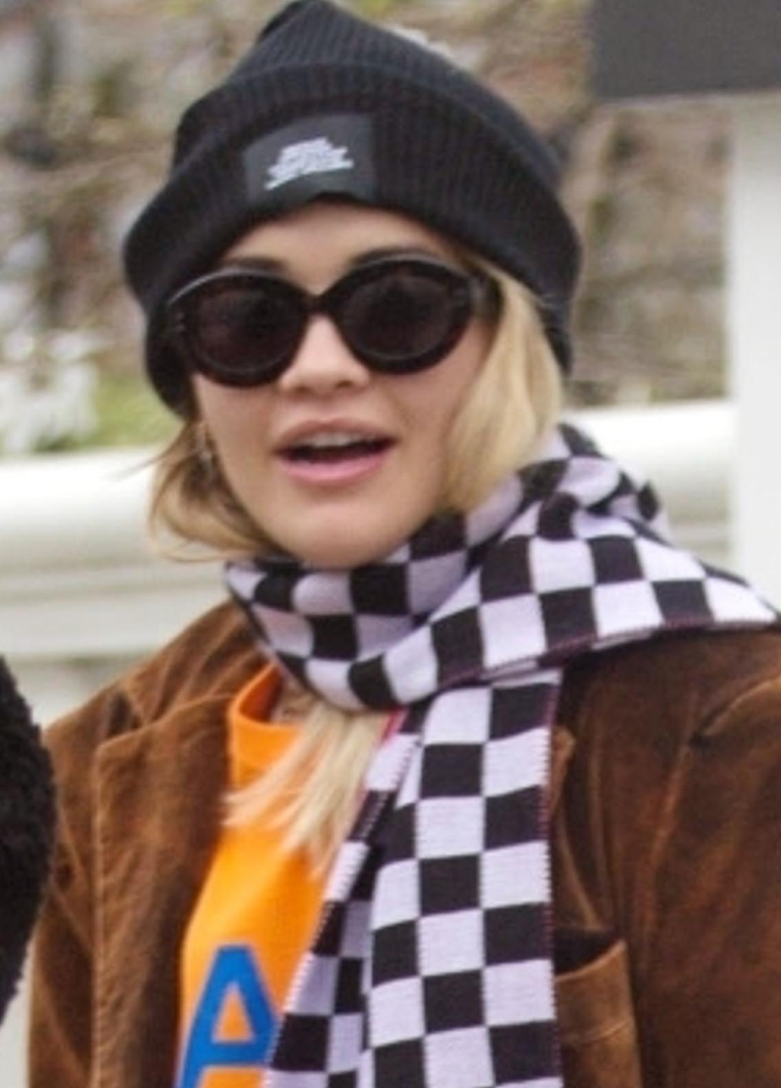 Rita Ora na ulicach Londynu podczas epidemii koronawirusa.
