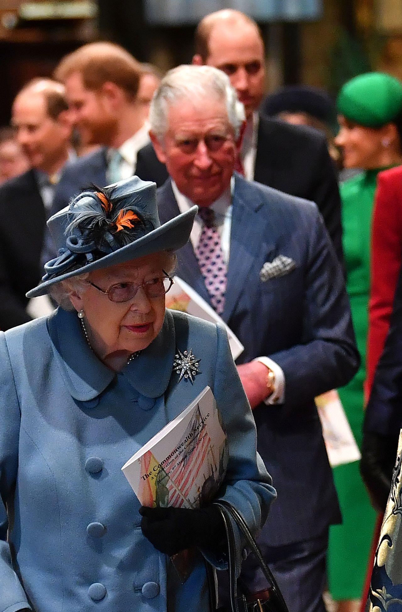 Królowa Elżbieta i Książę Karol na Dniu Wspólnoty, wtedy Karol był w pełni zdrowia.