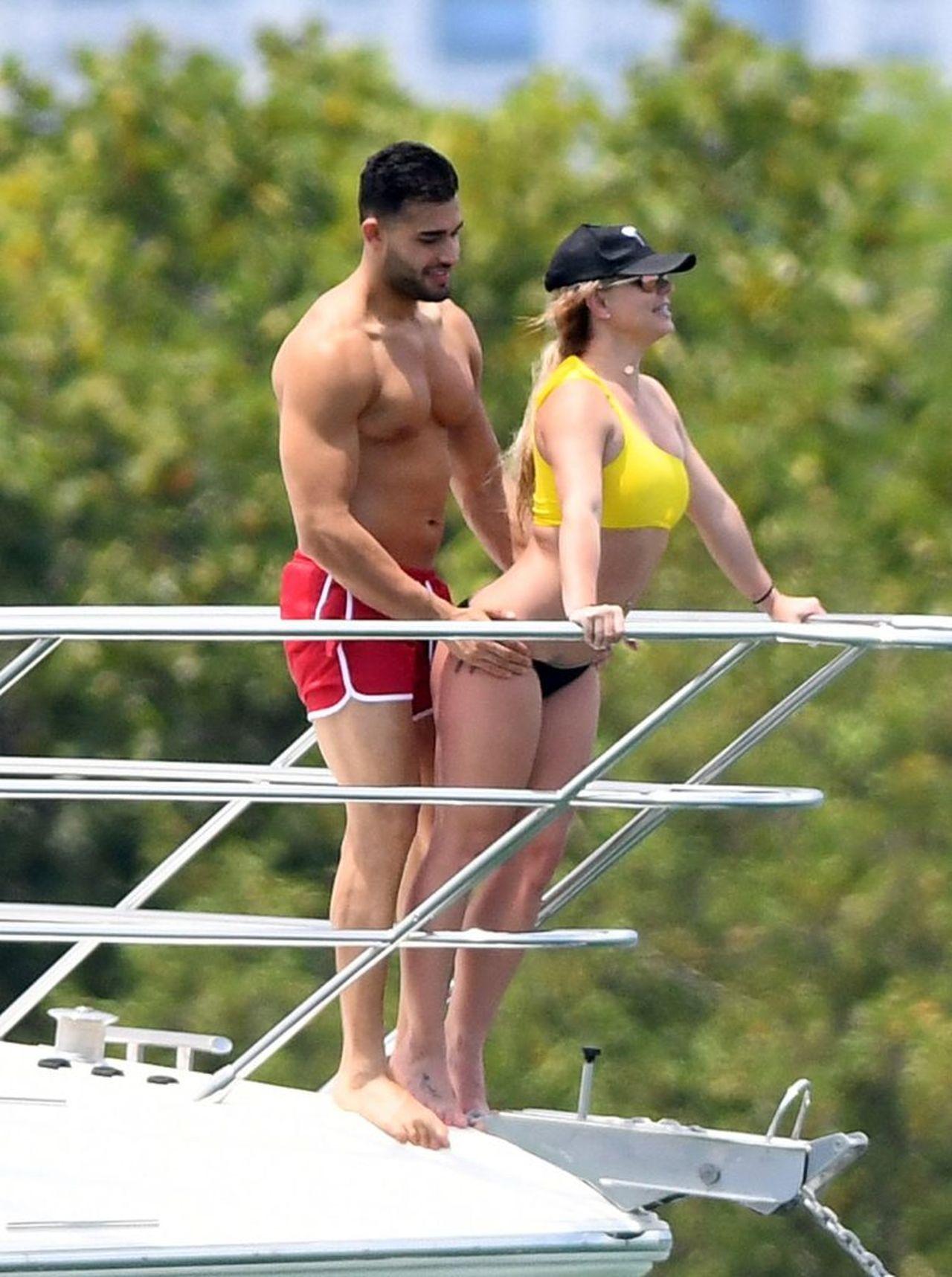 Britney Spears i Sam Asghari spędzają czas na jachcie.