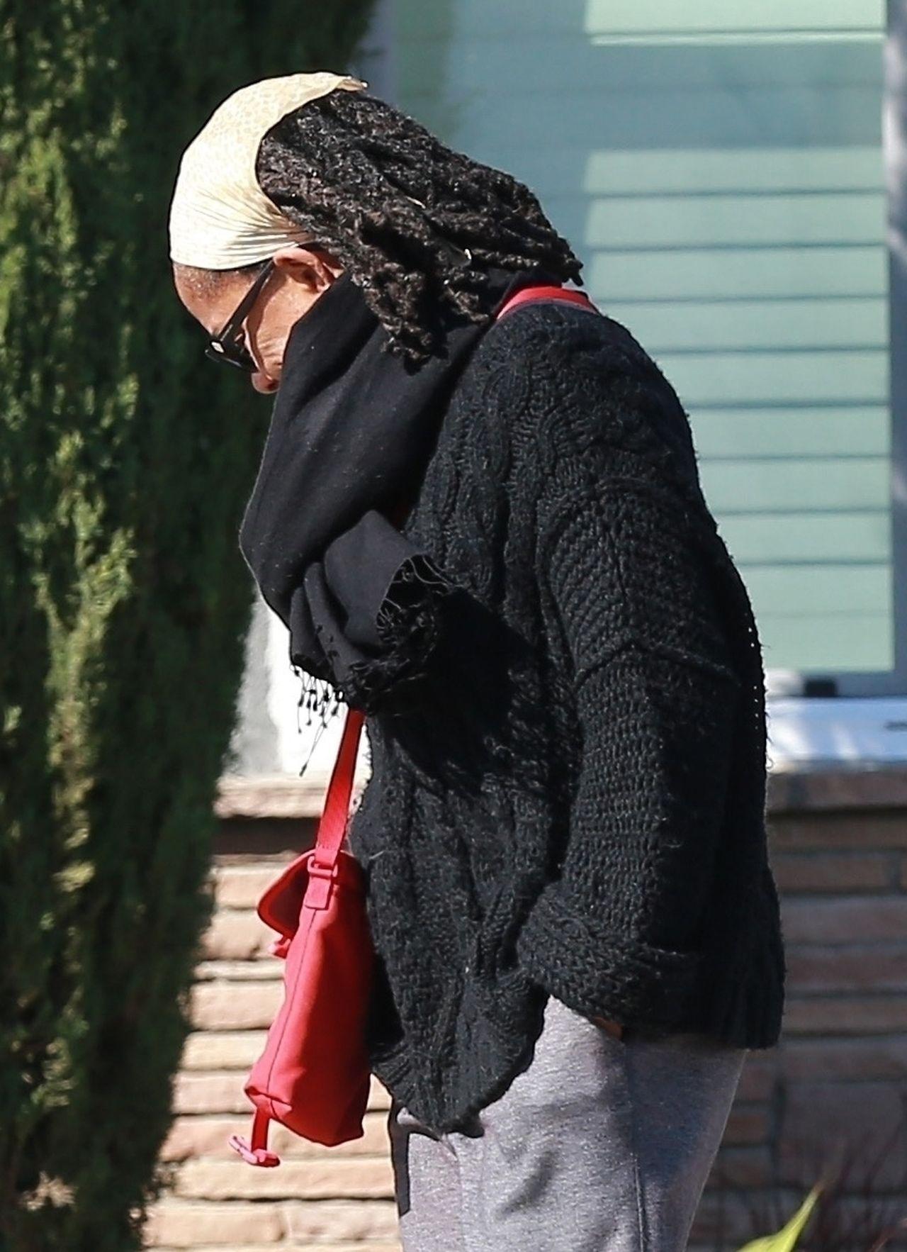 Doria Ragland, matka Meghan Markle, na spacerze z psami podczas epidemii koronawirusa