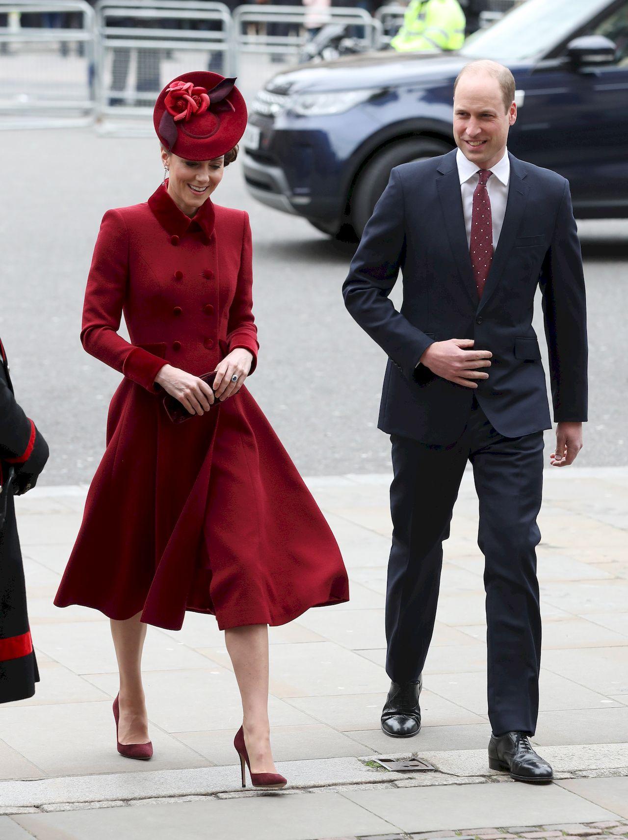 Księżna Kate i książę William w eleganckich strojach