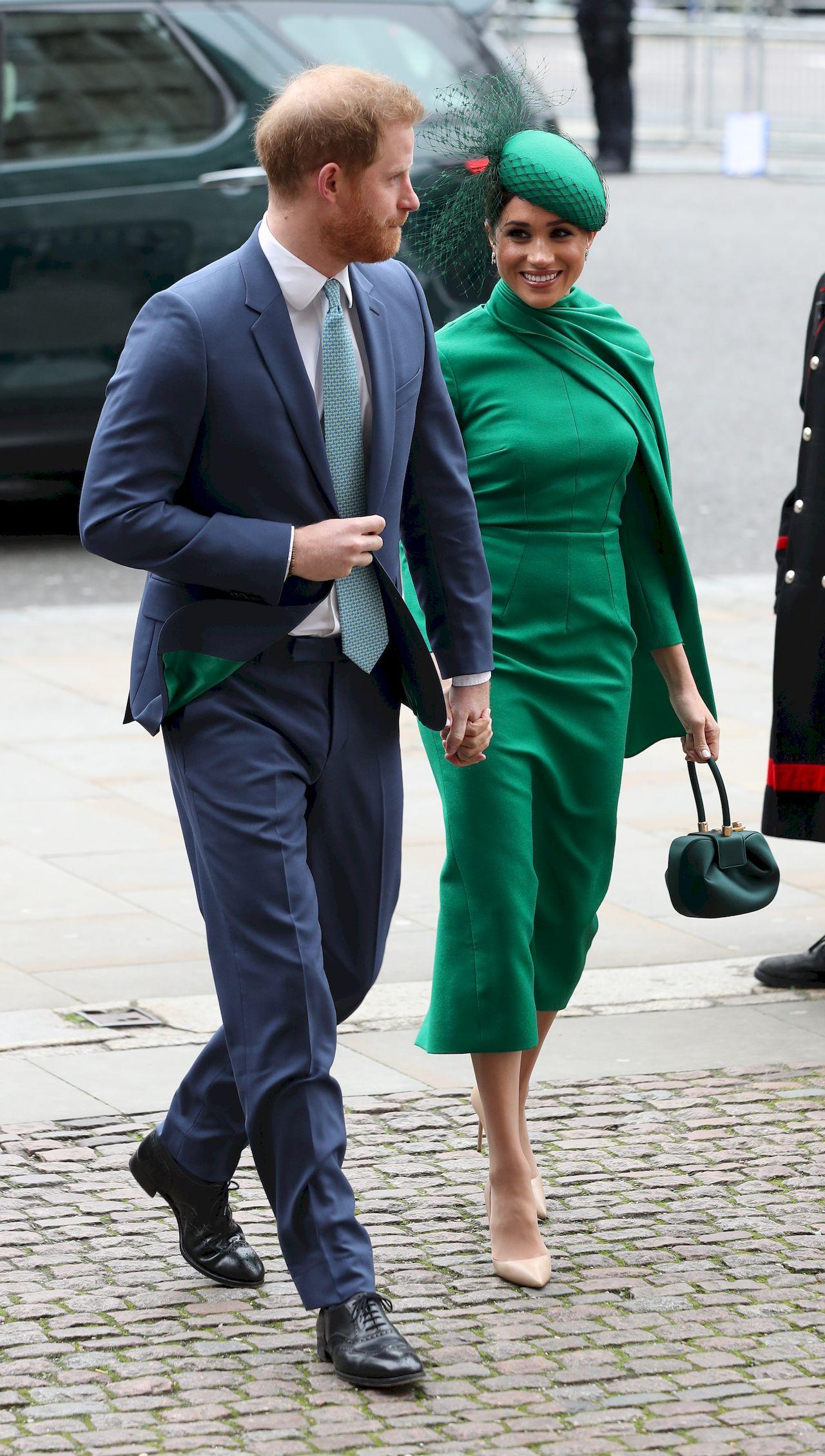 Meghan Markle i Książę Harry kończą swoją przygodę jako starsi członkowie rodziny królewskiej.