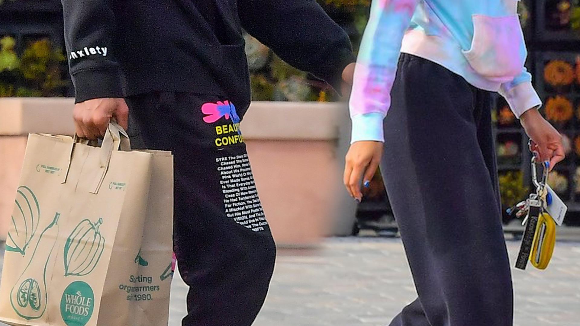 Łysa Willow Smith na zakupach z chłopakiem (ZDJĘCIA)