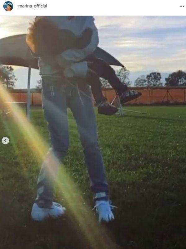 Marina z synkiem, Liamem