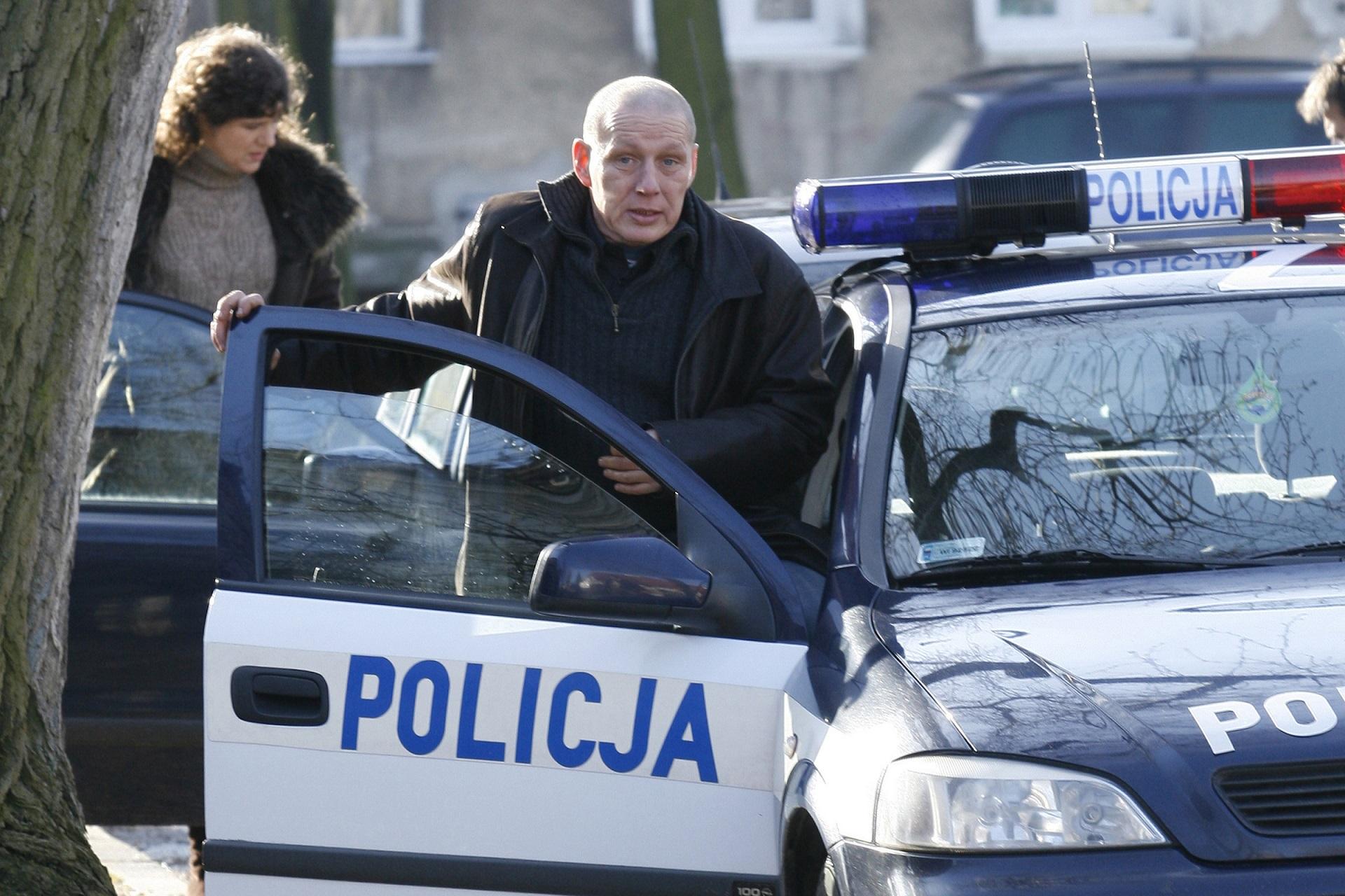 Krzysztof Jackowski - słynny polski jasnowidz pomaga policji w rozwiązaniu tajemniczej sprawy.