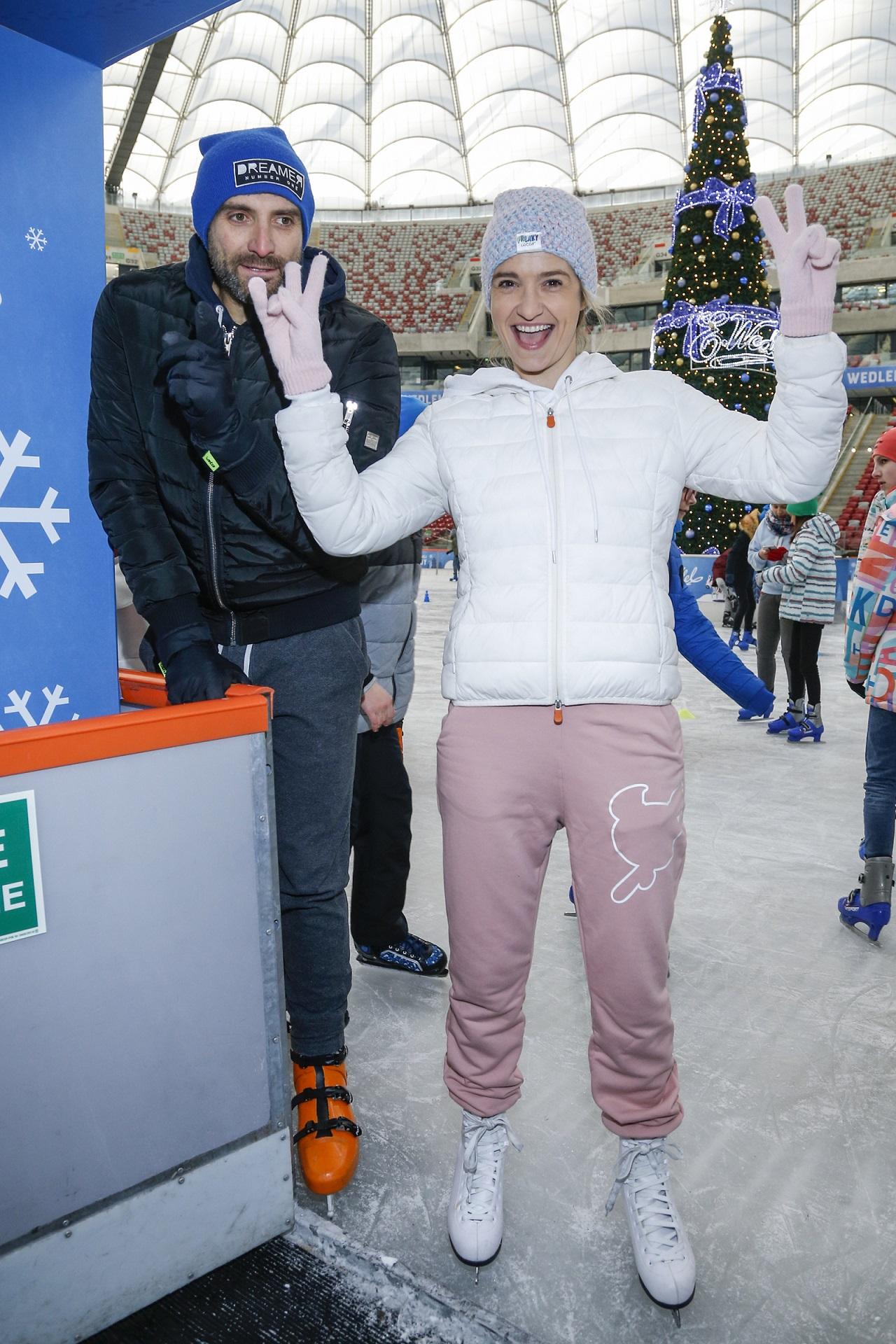 Joanna Koroniewska i Maciej Dowbor na łyżwach - Asia wygląda pewniej, niż jej mąż.