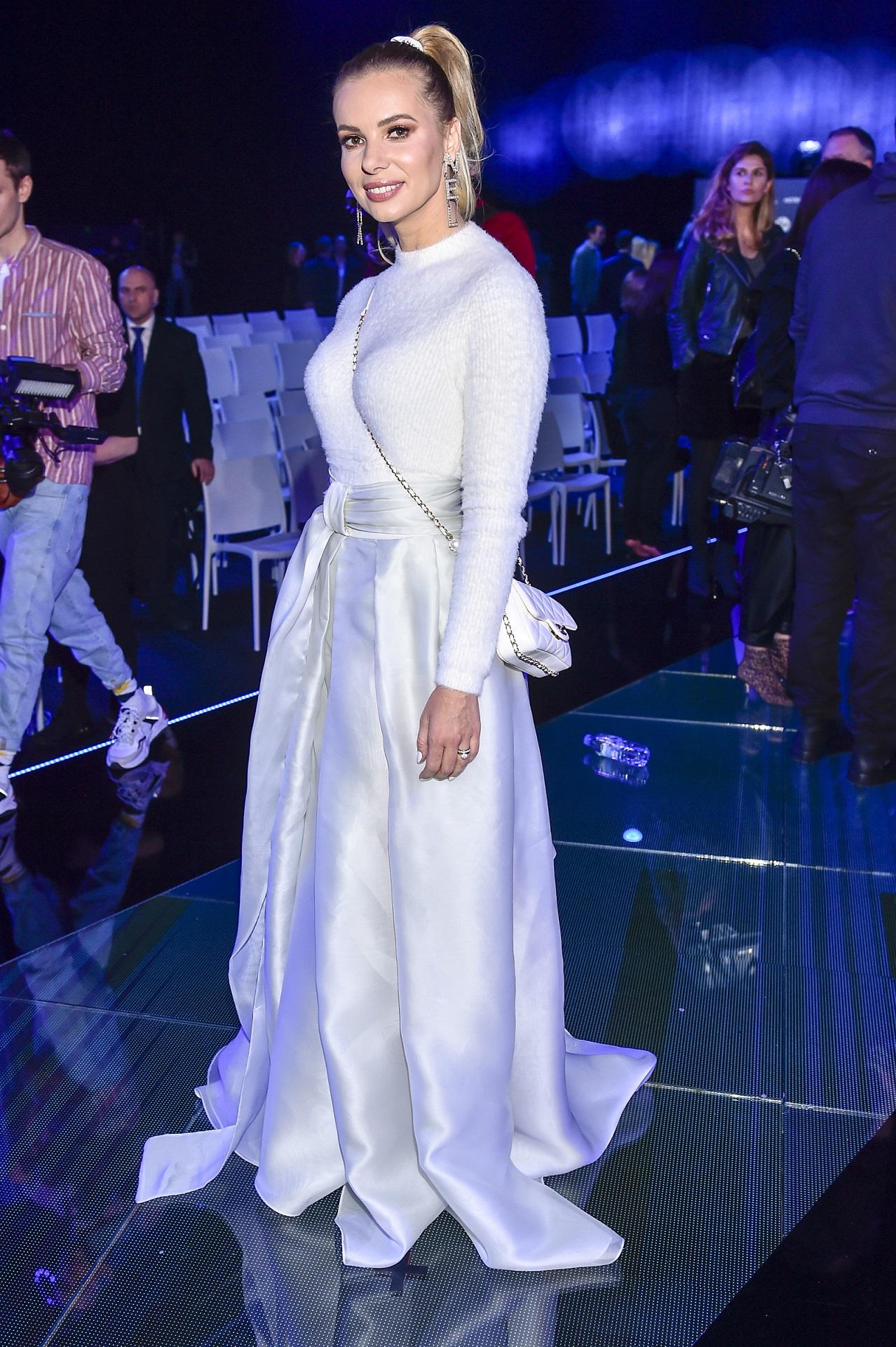 Izabela Janachowska cała na biało na imprezie branżowej.
