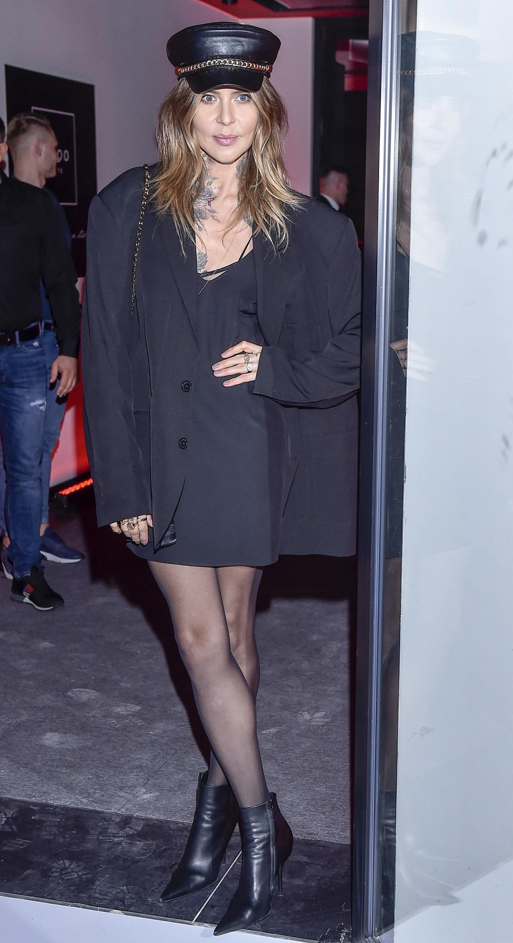 Maja Sablewska cała na czarno na imprezie branżowej.