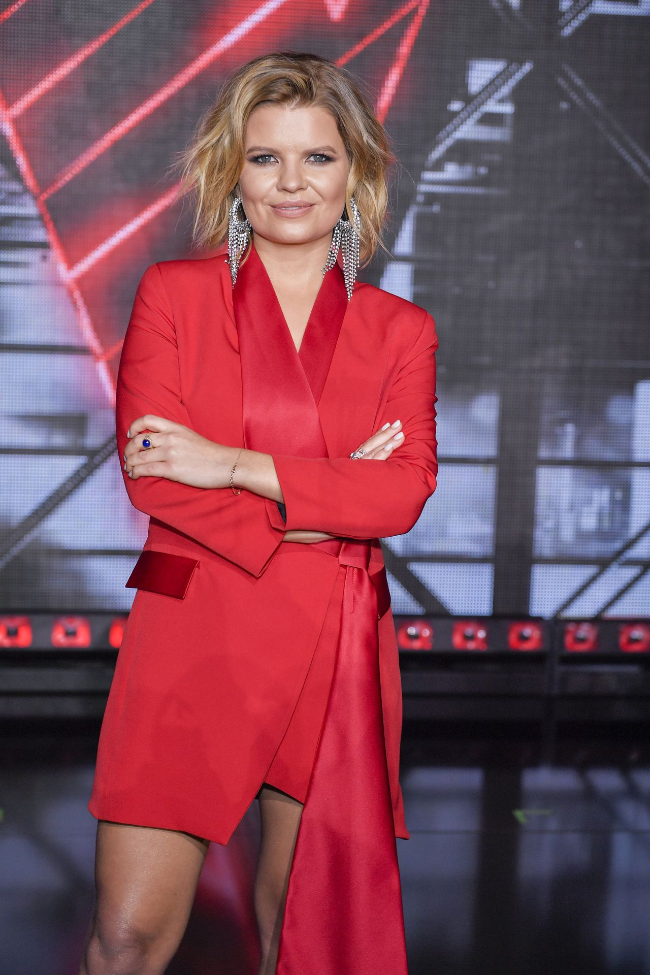 Marta Manowska w czerwonym stroju