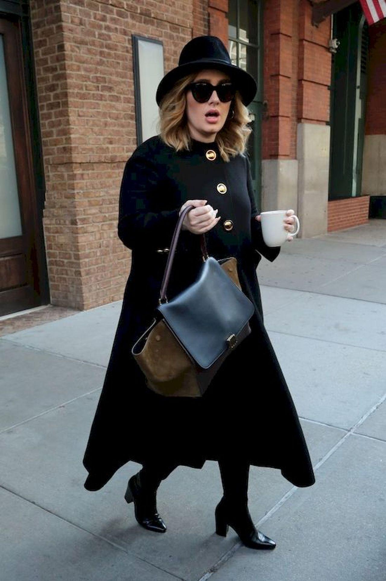 Adele w czarnym płaszczu