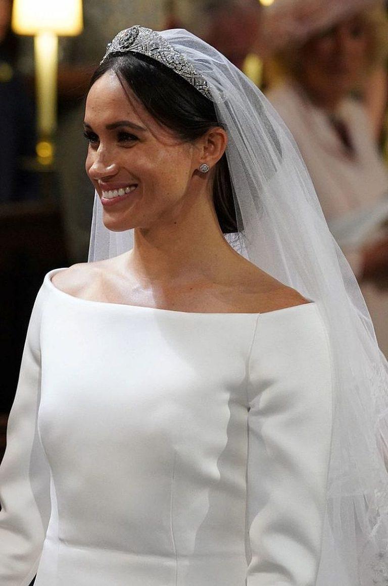Meghan Markle na swój ślub wybrała eleganckie upięcie.