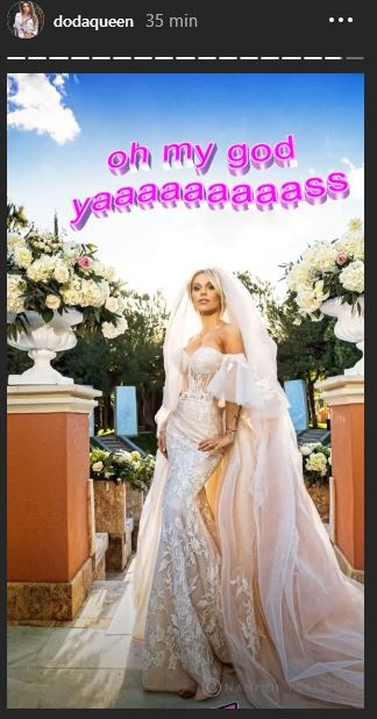Doda w sukni ślubnej