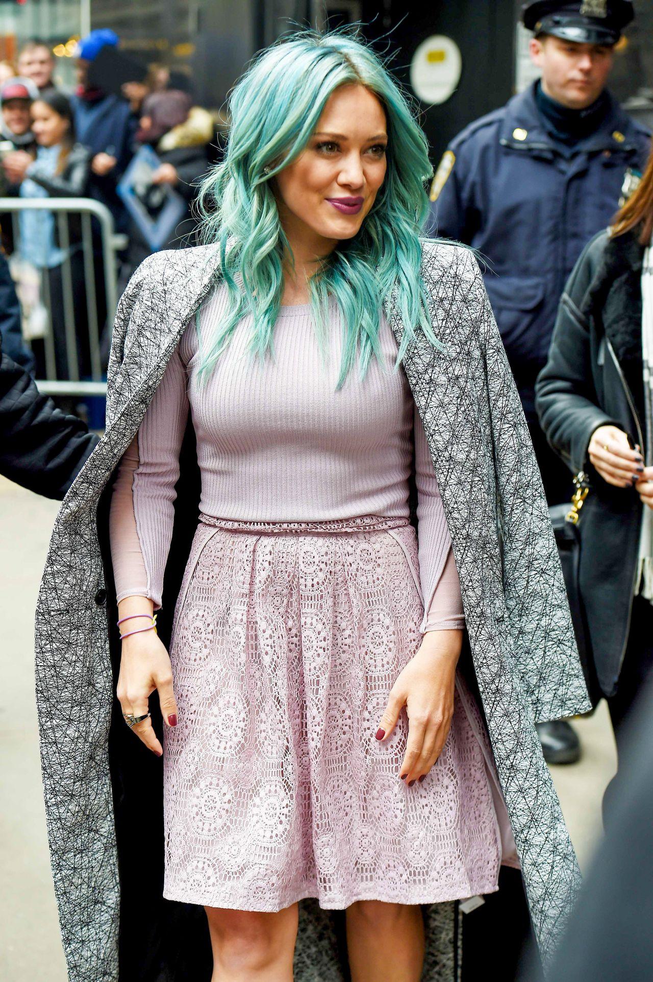 Hilary Duff w niebieskich włosach