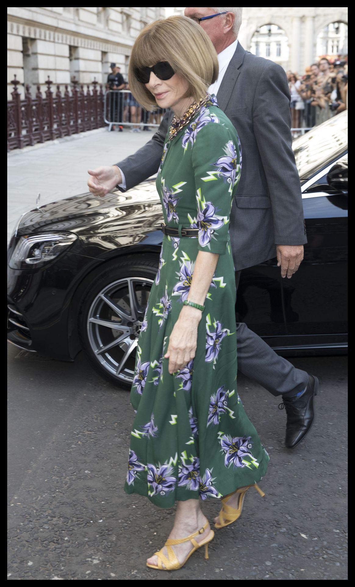 Anna Wintour we wzorzystej sukience