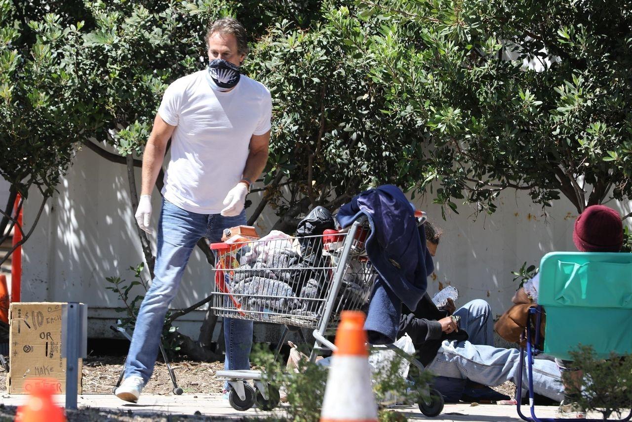 Rande Gerber pomaga bezdomnym na ulicach Malibu