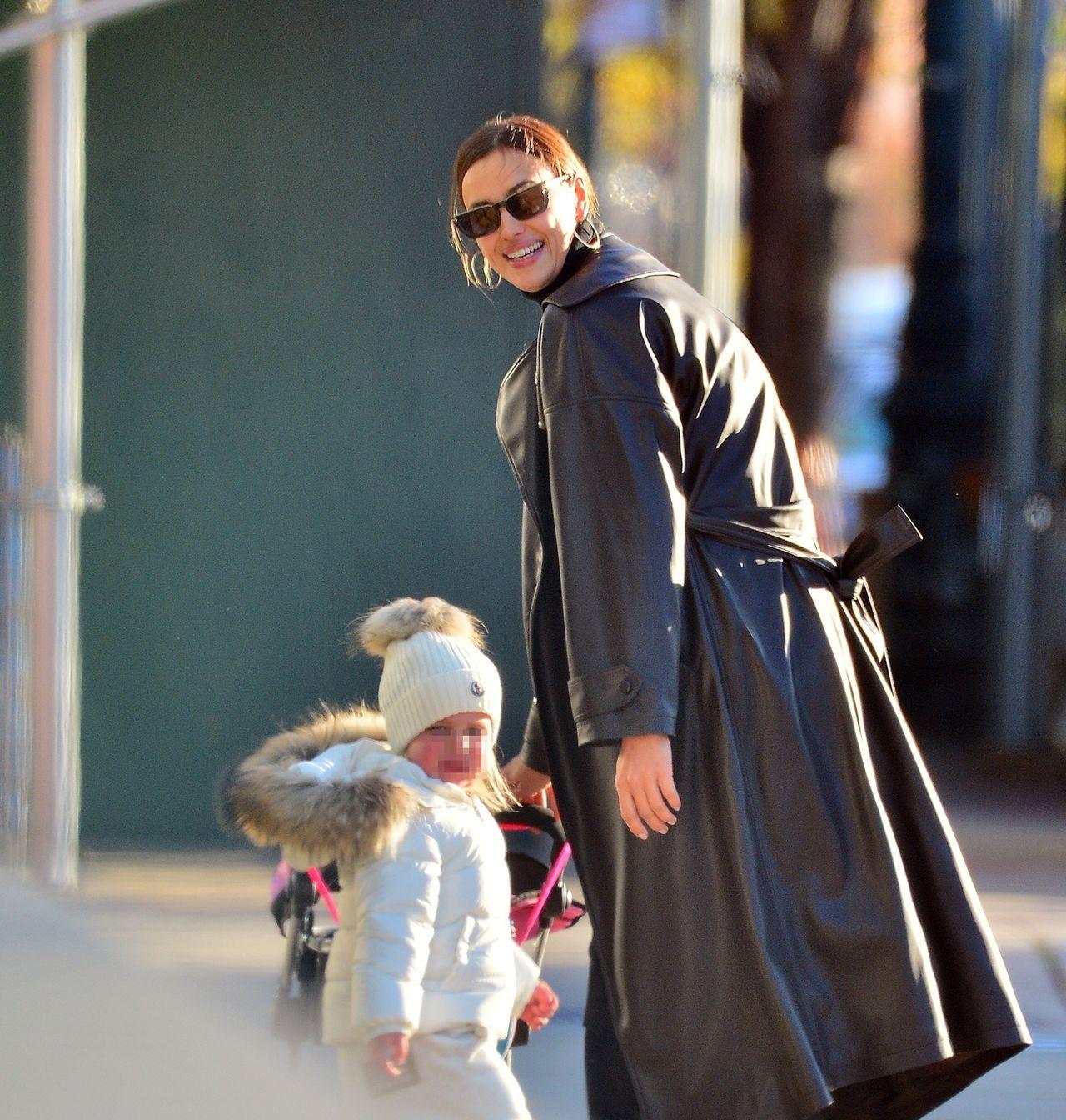 Irina Shayk z córką na spacerze