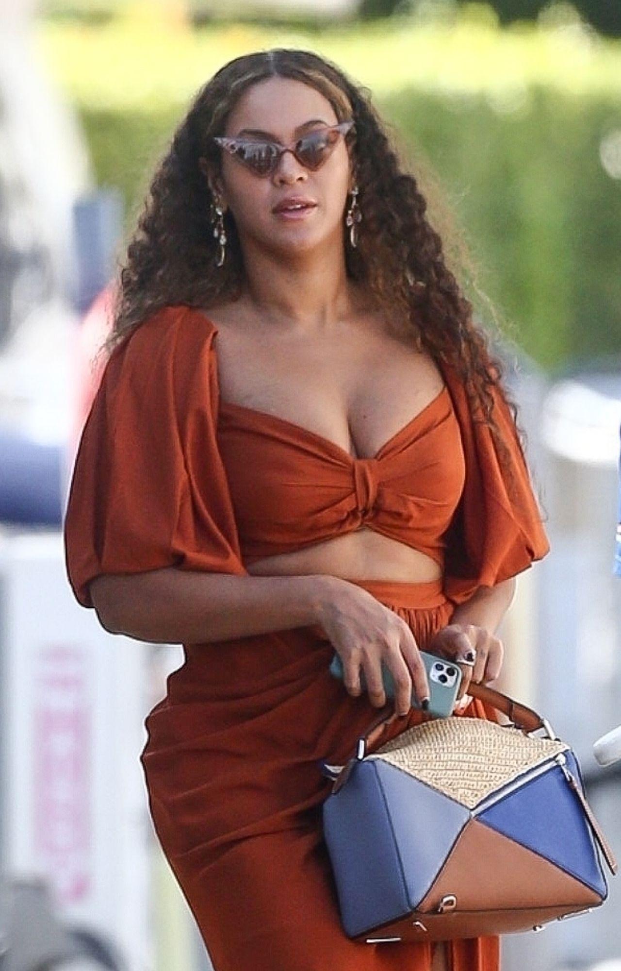 Beyonce przyłapana przez fotoreporterów.