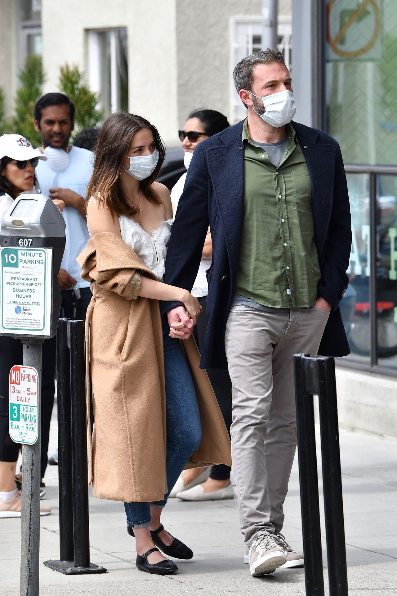 Zakochani Ben Affleck i Ana de Armas w maseczkach