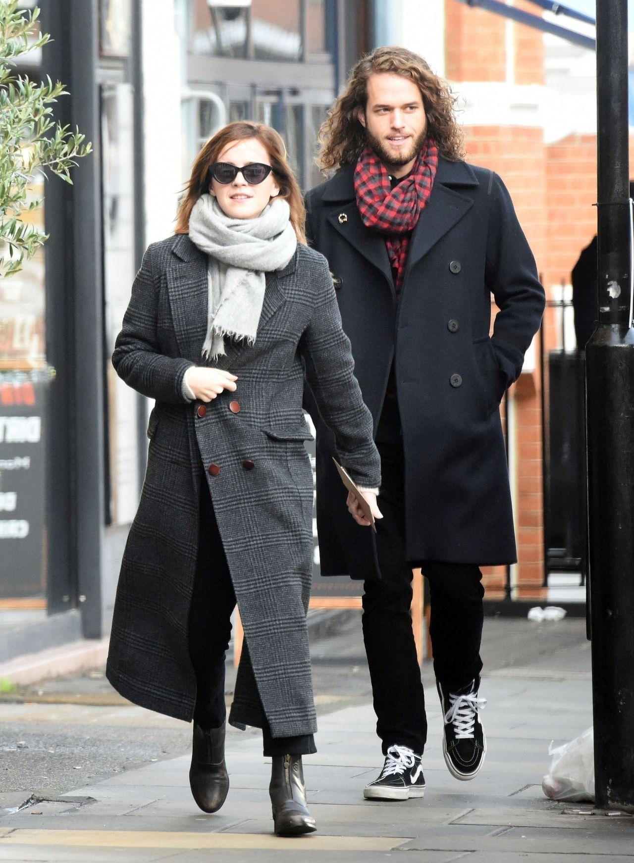 Zakochana Emma Watson i Leo Robinton spacerują po Londynie.