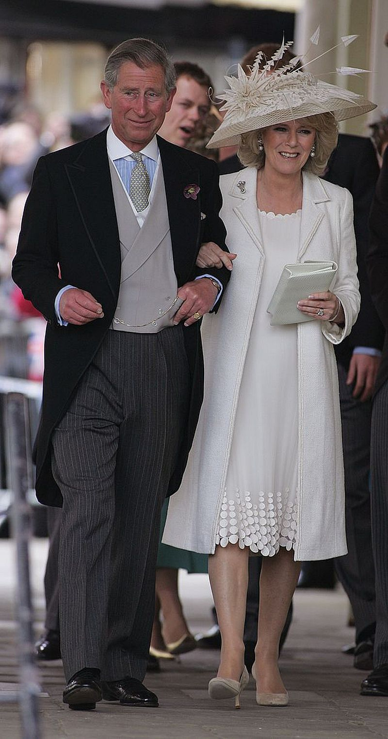Książę Karol i Księżna Camilla w kapeluszu.