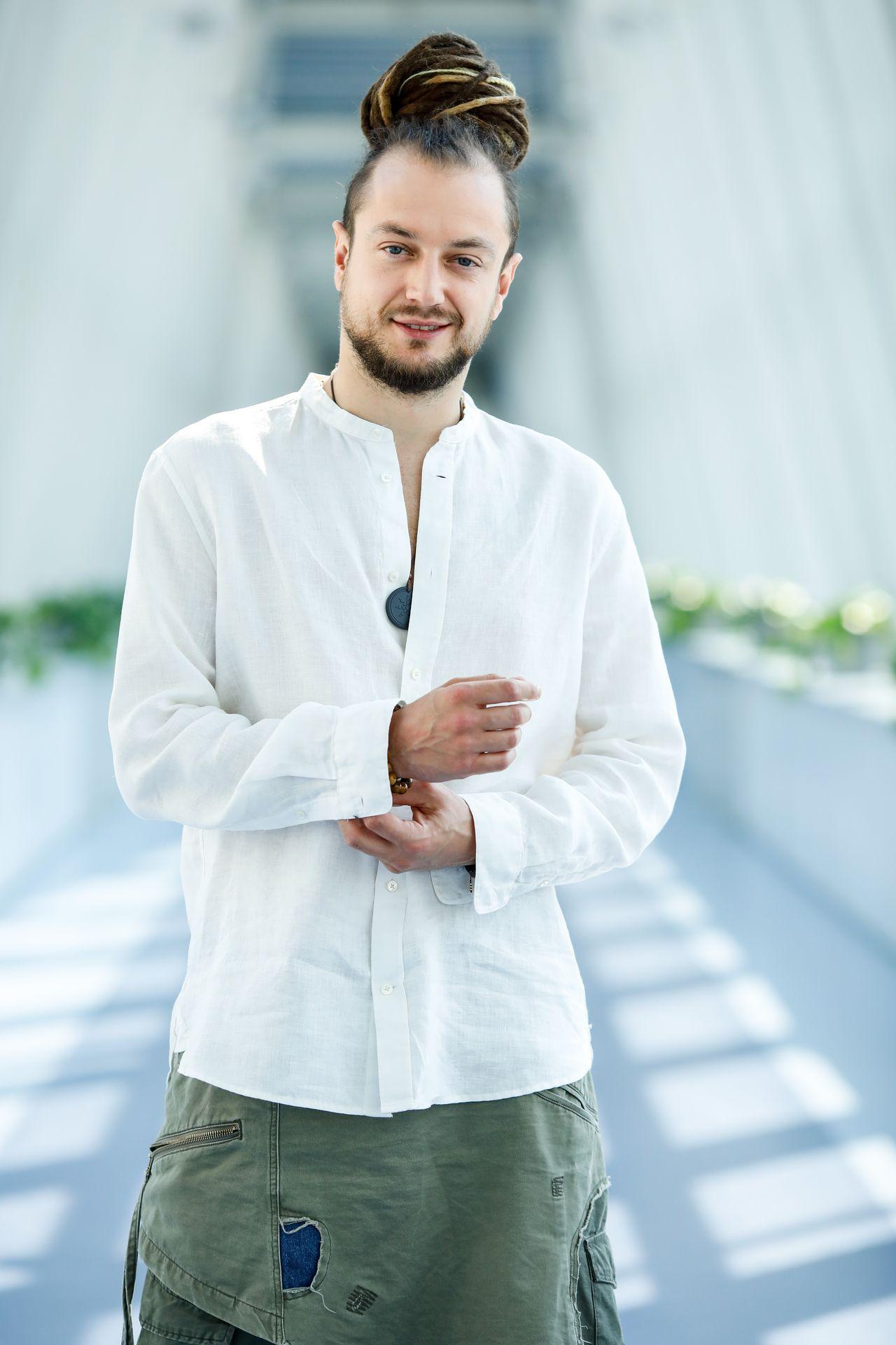 Aleksander Milwiw. line: Krzysztof Kuczyk / Forum