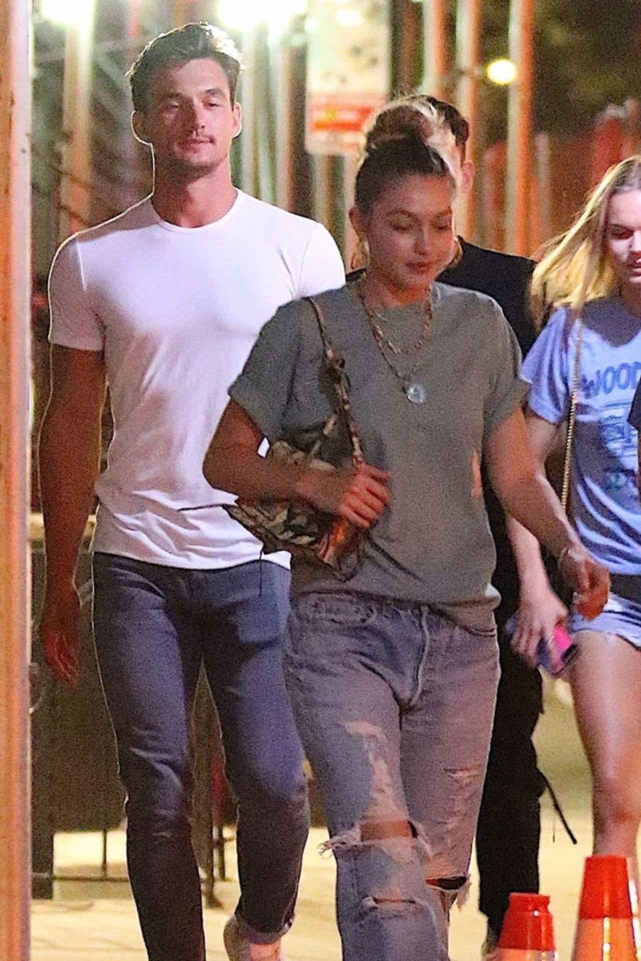 Tyler Cameron i Gigi Hadid na spacerze