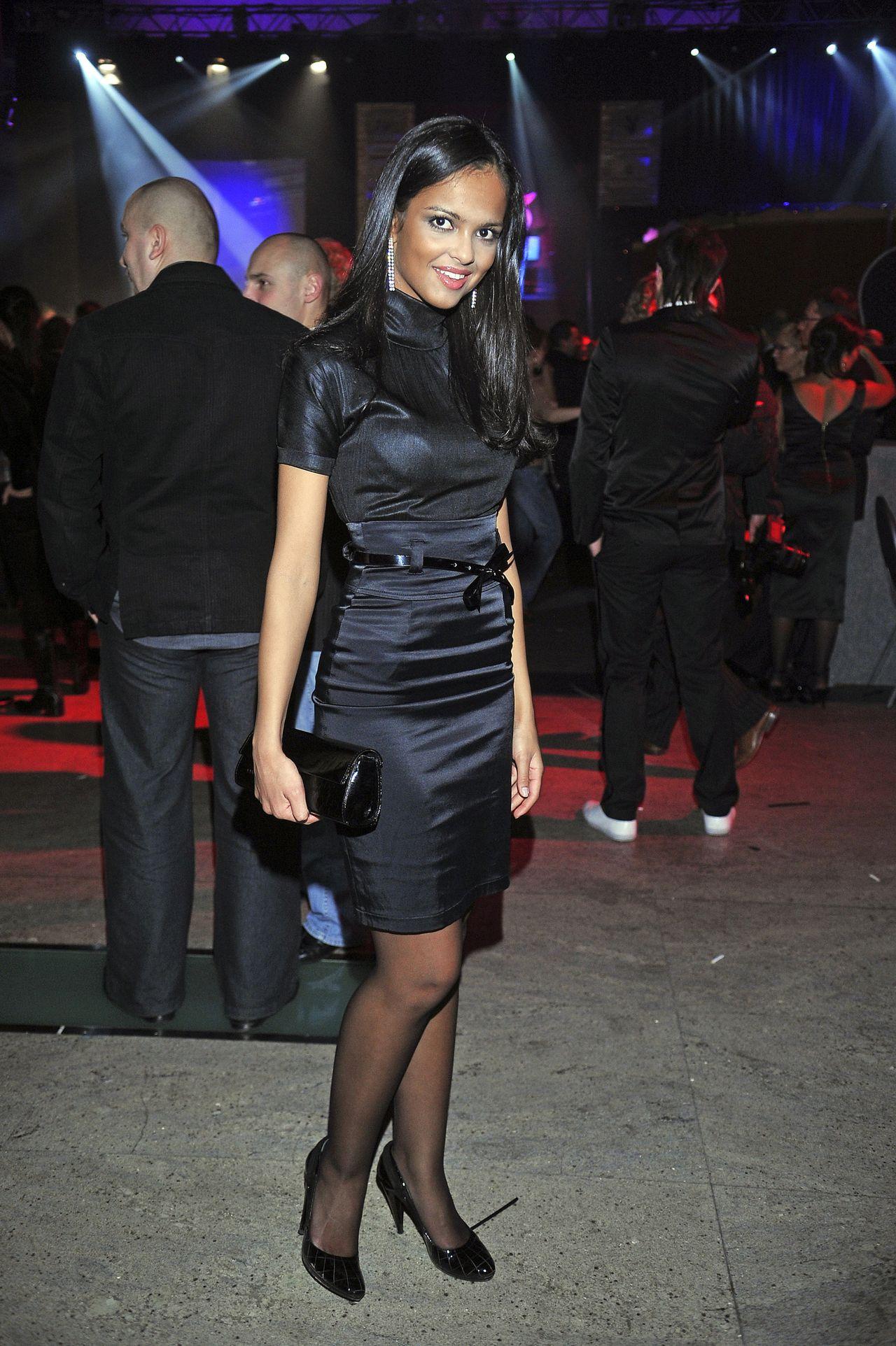 Klaudia El Dursi w czarnej sukience na imprezie