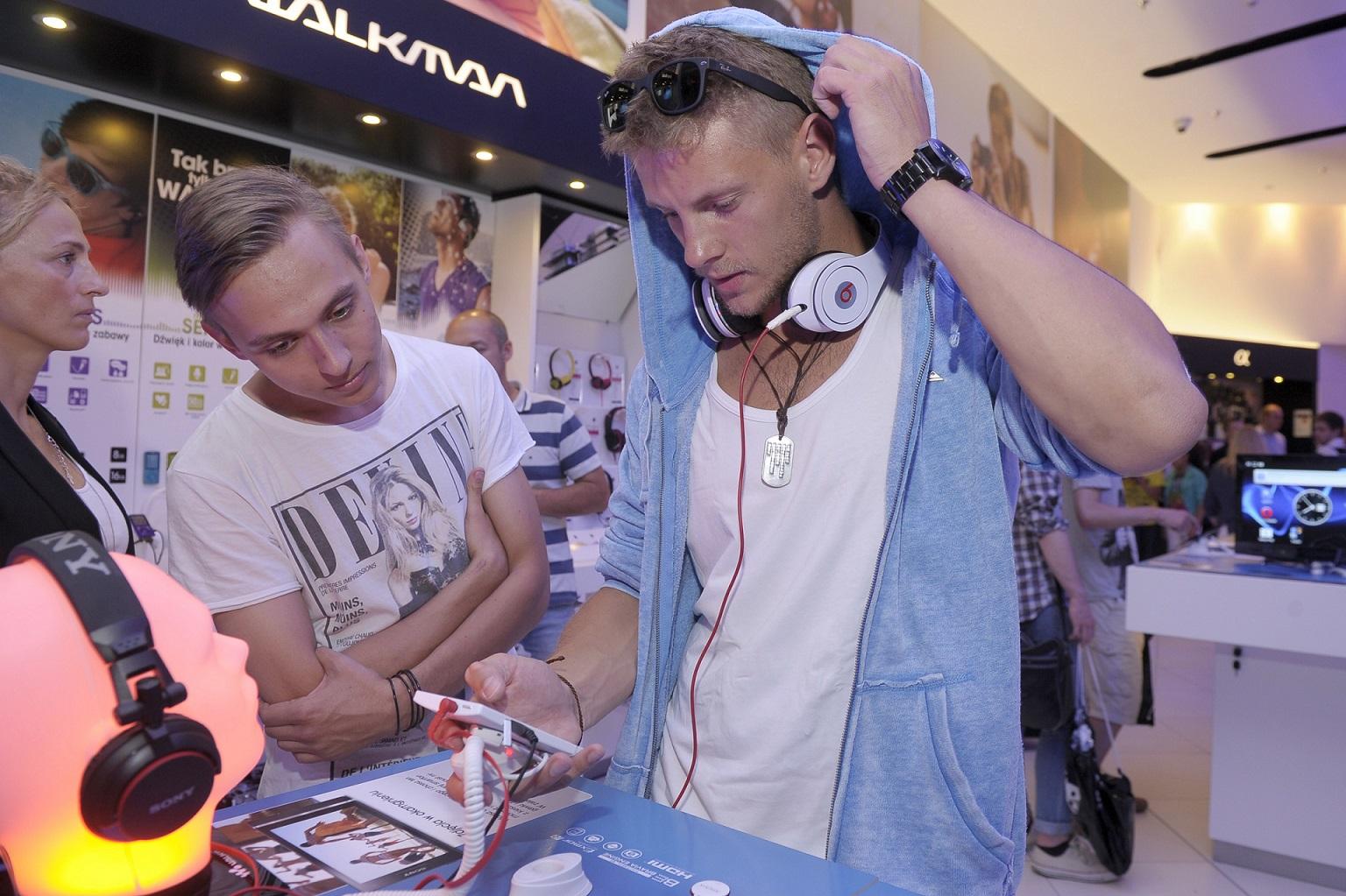 Sebastian Fabijański zapowiedział płytę w stylu rapowym.