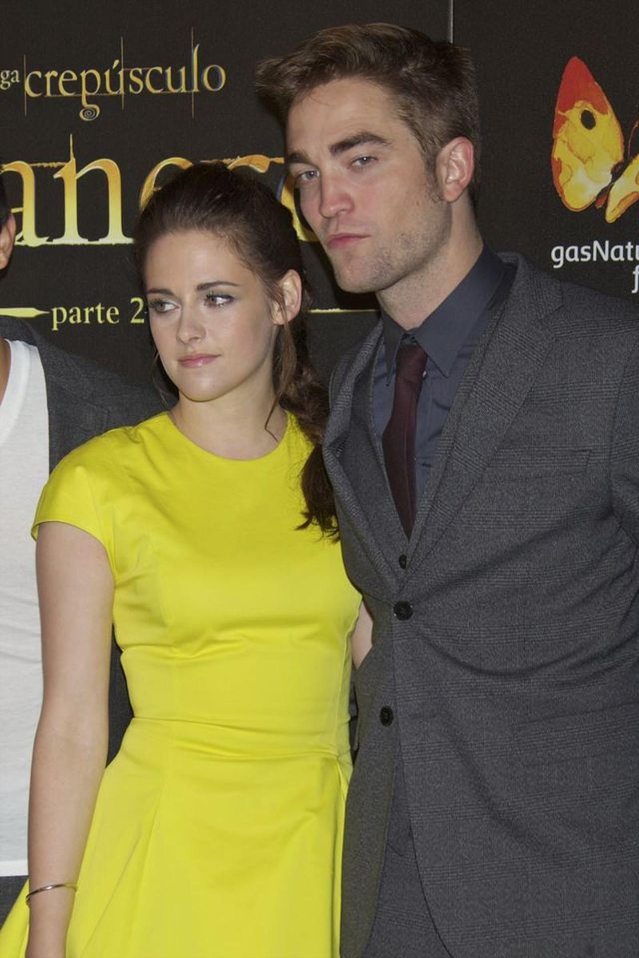 """Robert Pattinson i Kristen Stewart na premierze sagi """"Zmierzch""""."""