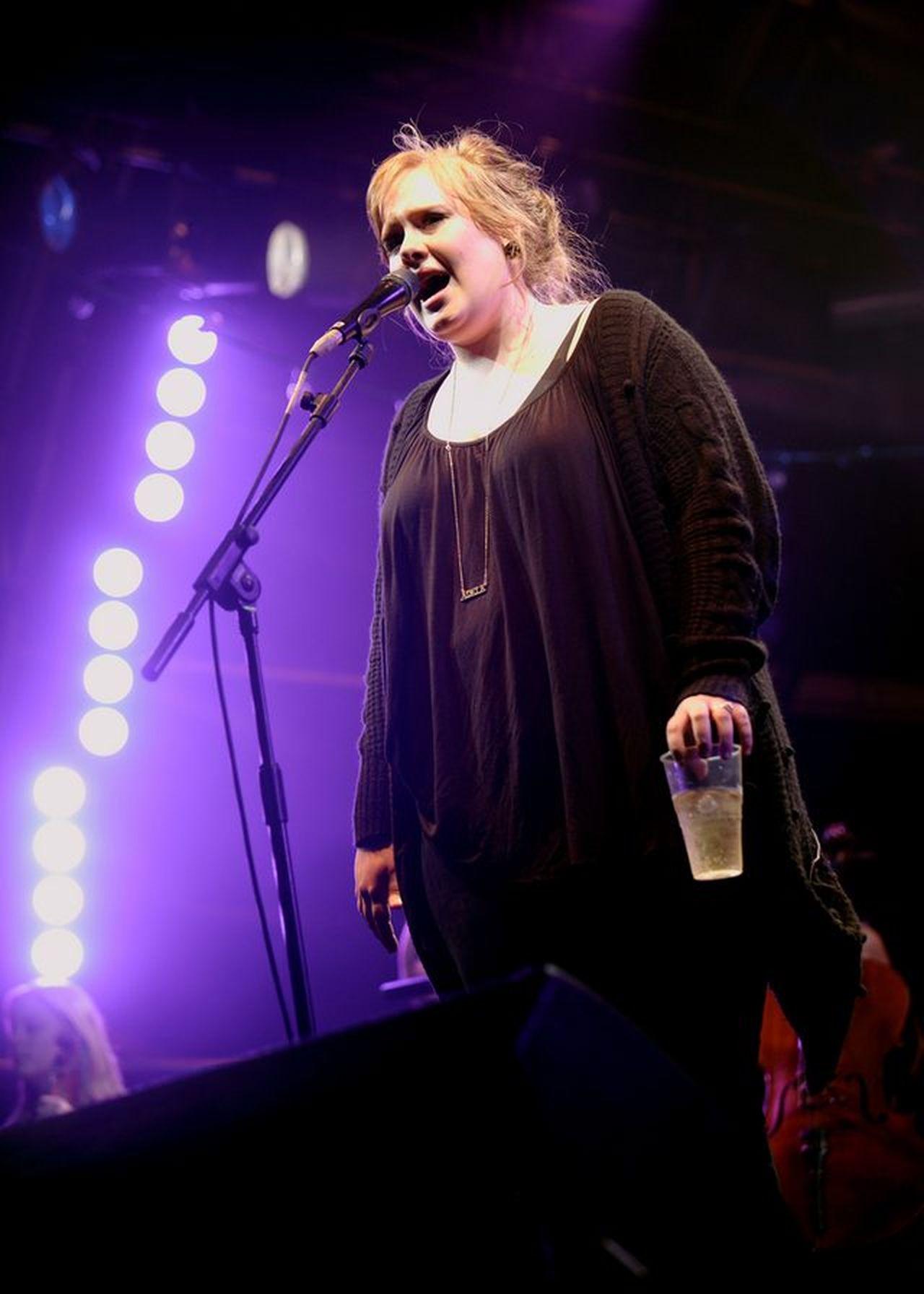 Adele podczas koncertu, zanim stała się gwiazdą światowego formatu
