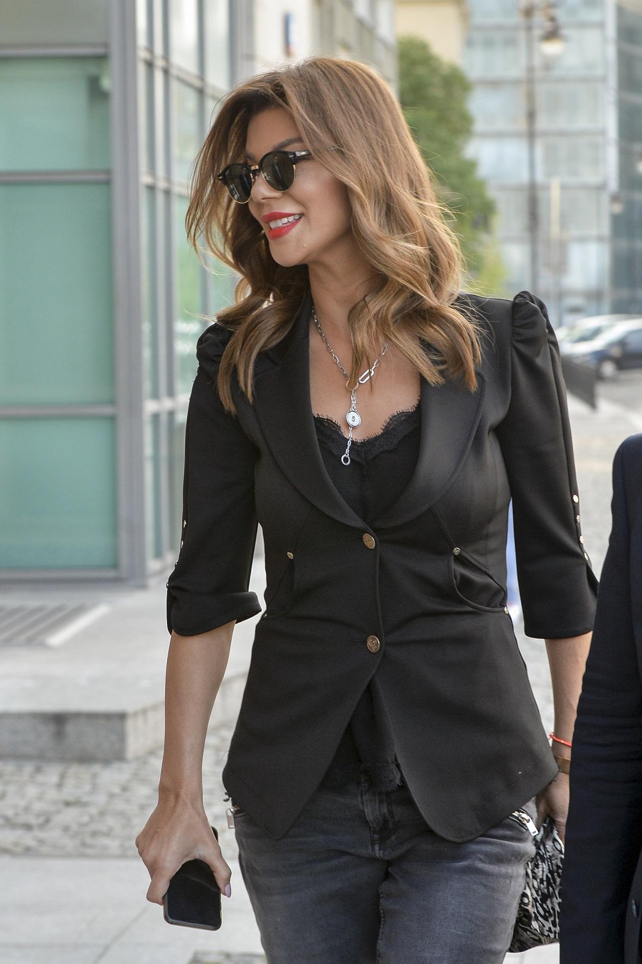 Elegancka Edyta Górniak wróciła do pracy w wielkim stylu - jej stylizacja wygląda rewelacyjnie.