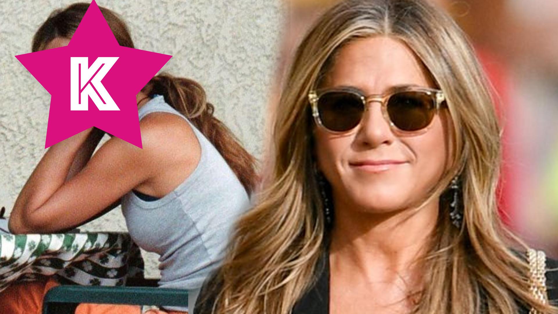 """Jennifer Aniston wymownym zdjęciem i środkowym palcem mówi """"Bye"""" do koronawirusa"""
