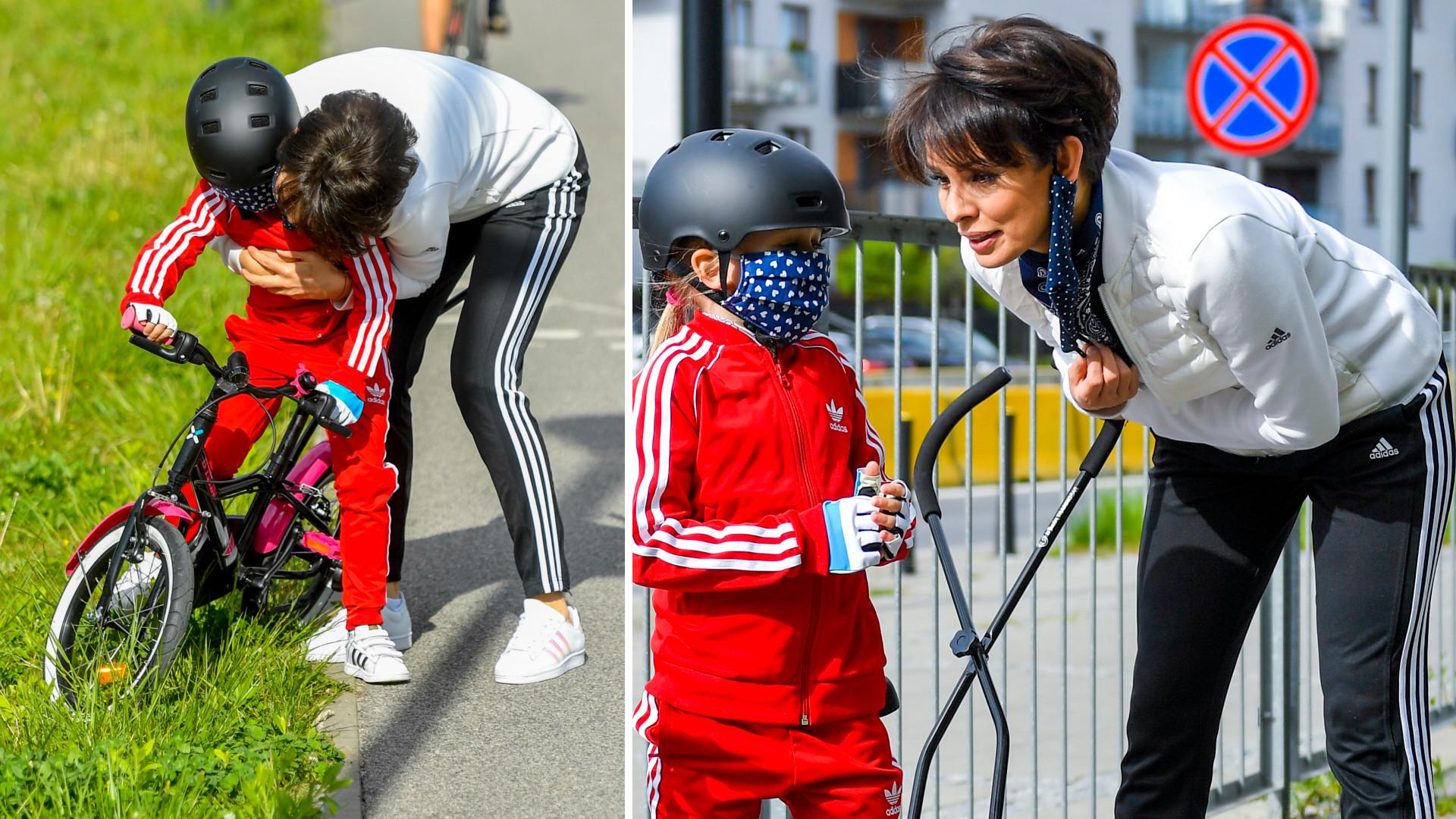 Dorota Gardias uczy córkę jeździć na rowerze (ZDJĘCIA)