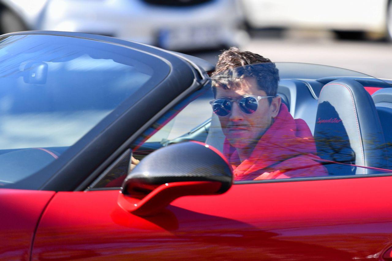 Robert Lewandowski jedzie na pierwszy trening po kwarantannie, fot. kolbert-press / Imago Sport / Forum