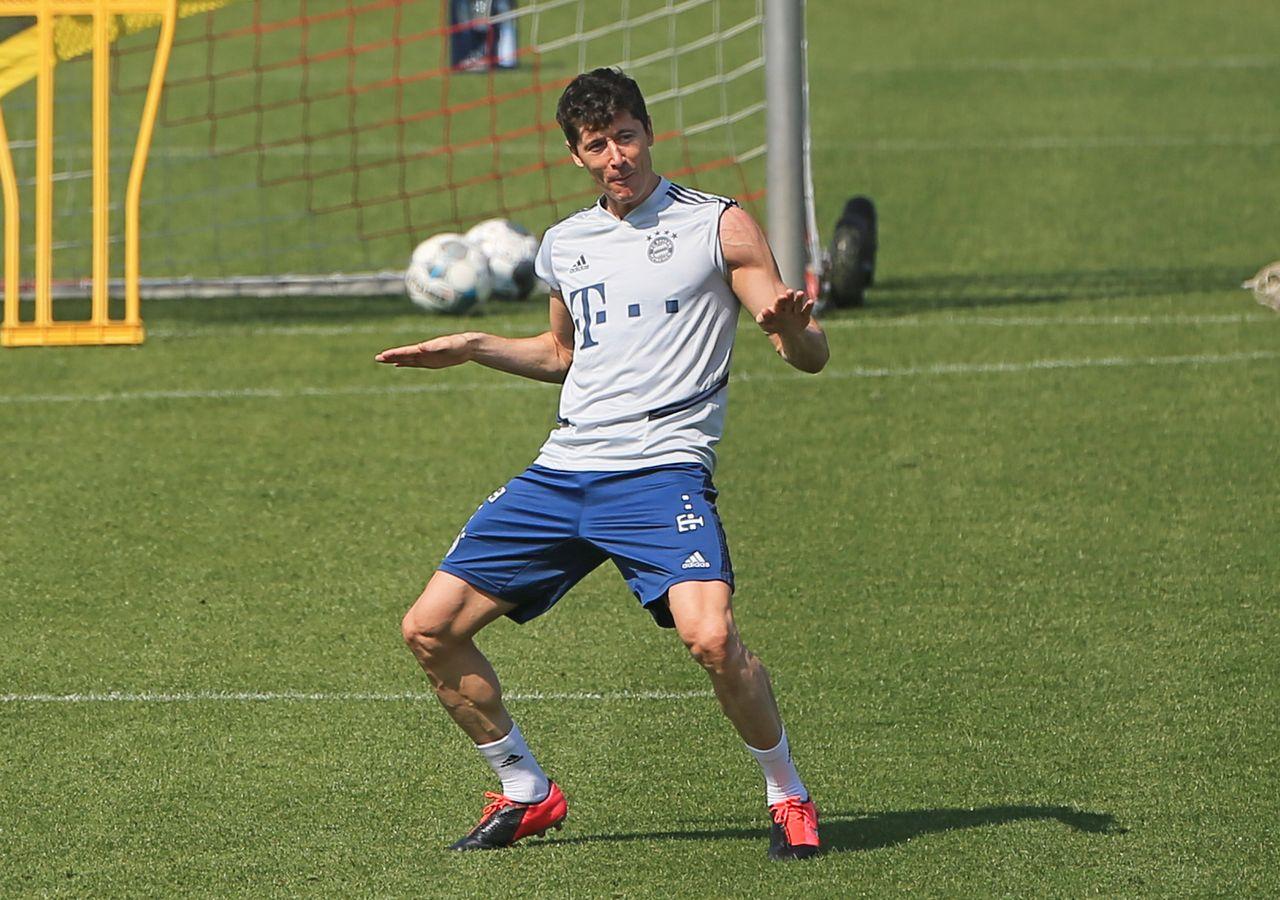 Robert Lewandowski na treningu po kwarantannie