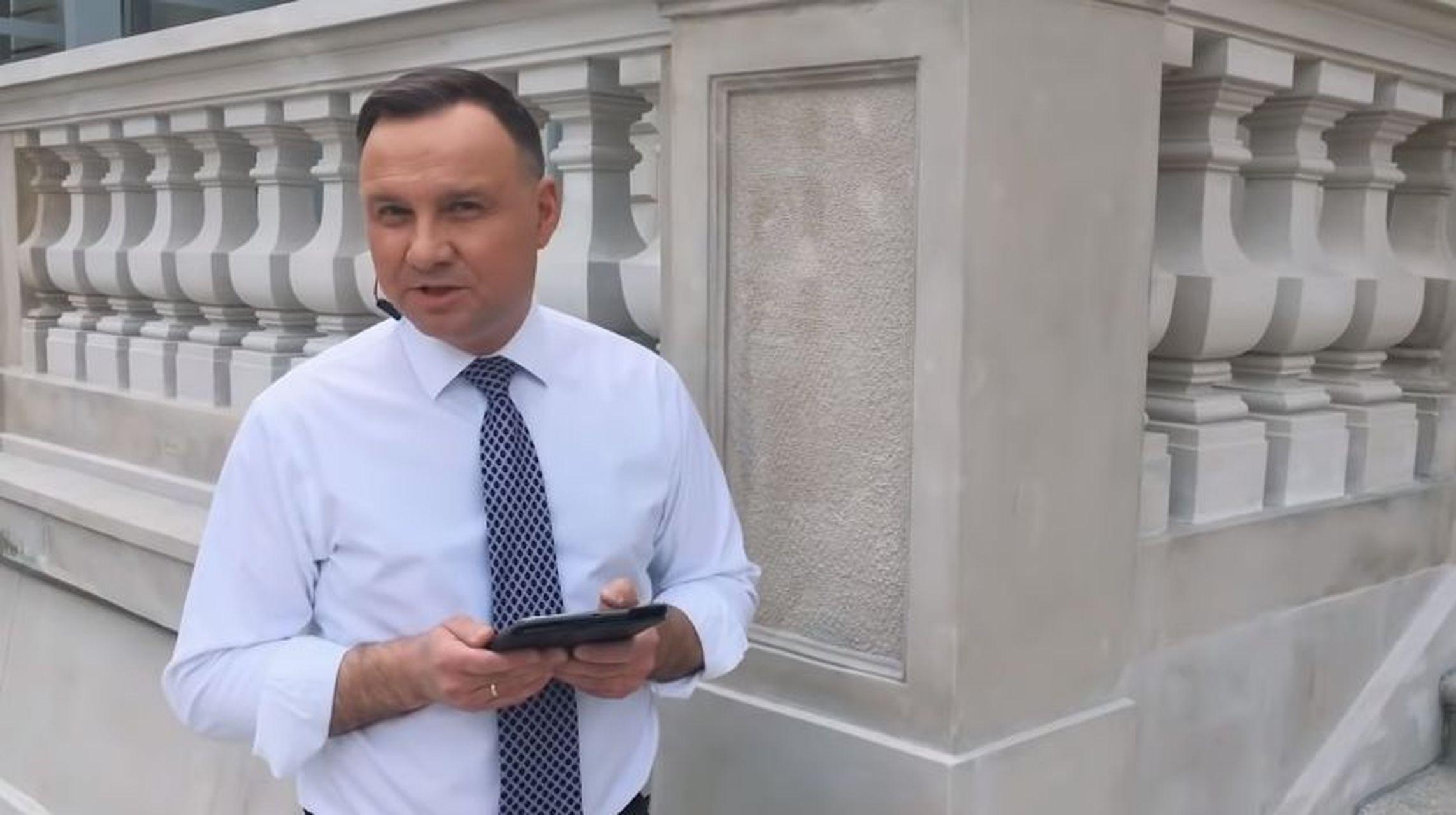 Andrzej Duda rapuje w hot16challenge2