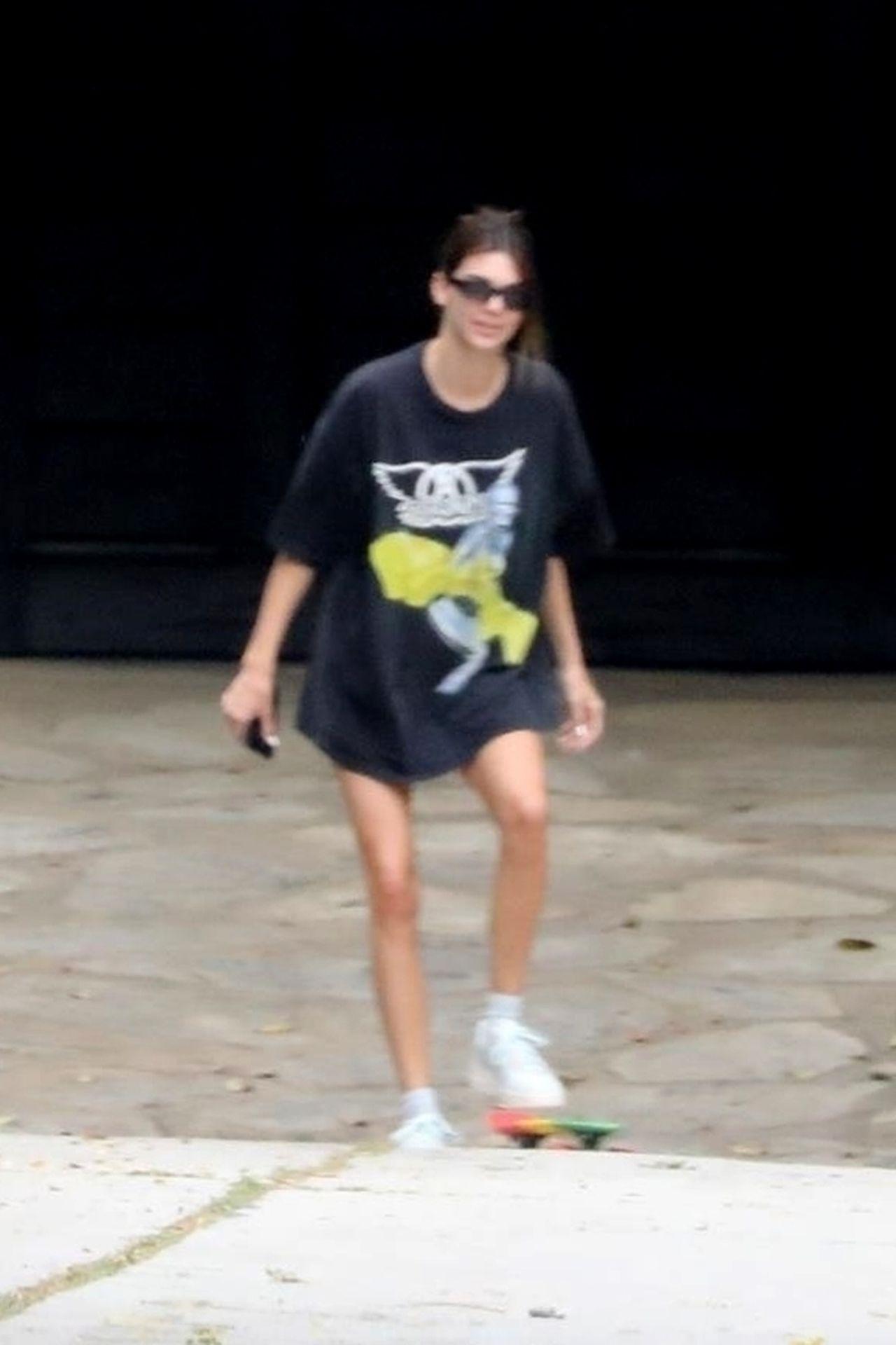 Kendall Jenner na deskorolce