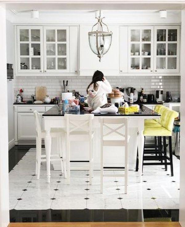 Biała kuchnia w domu Zosi Ślotały, fot. Instagram